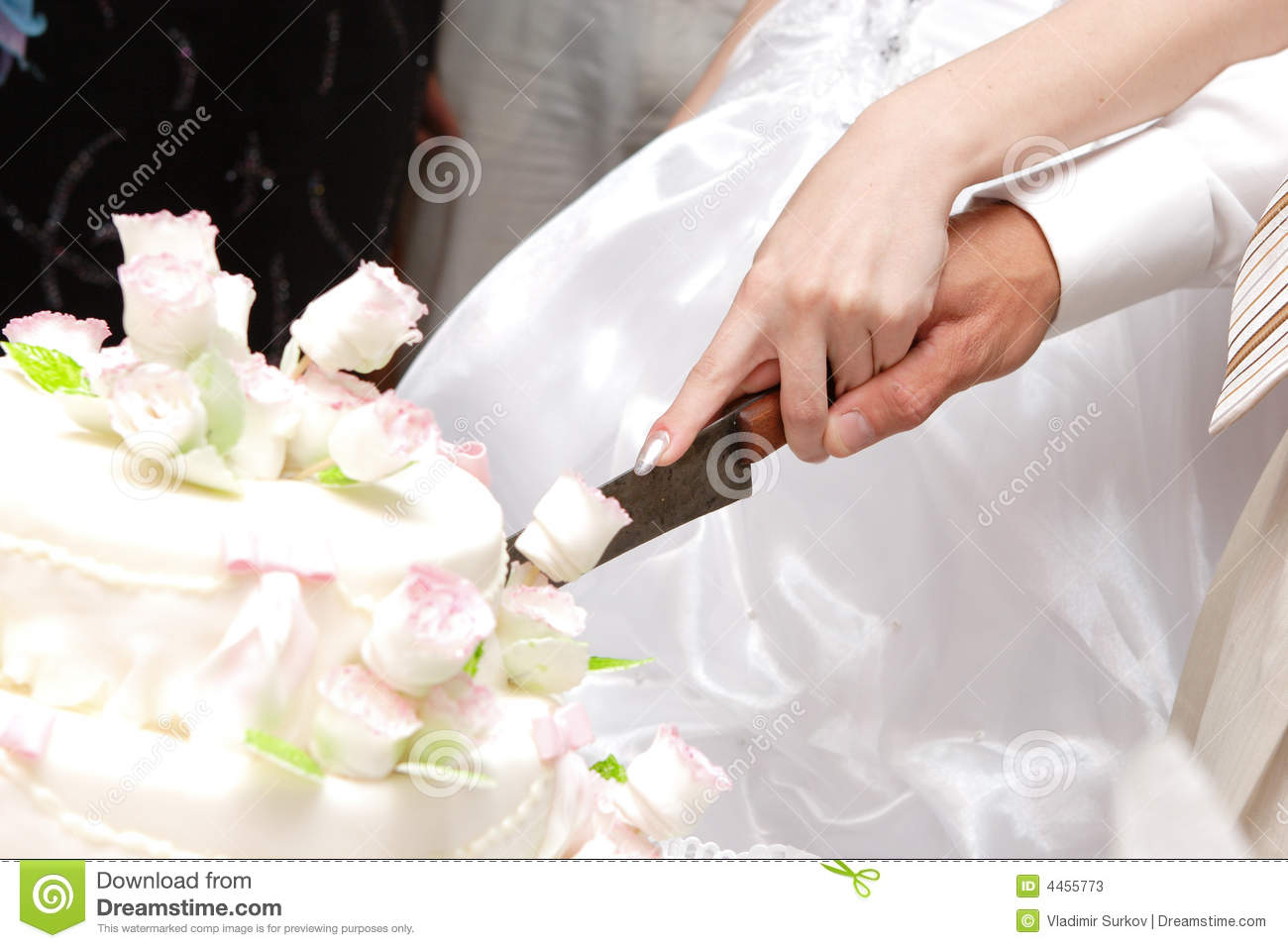 how to cut wedding cake bride and groom cutting a wedding cake stock image image of nuptials 15642