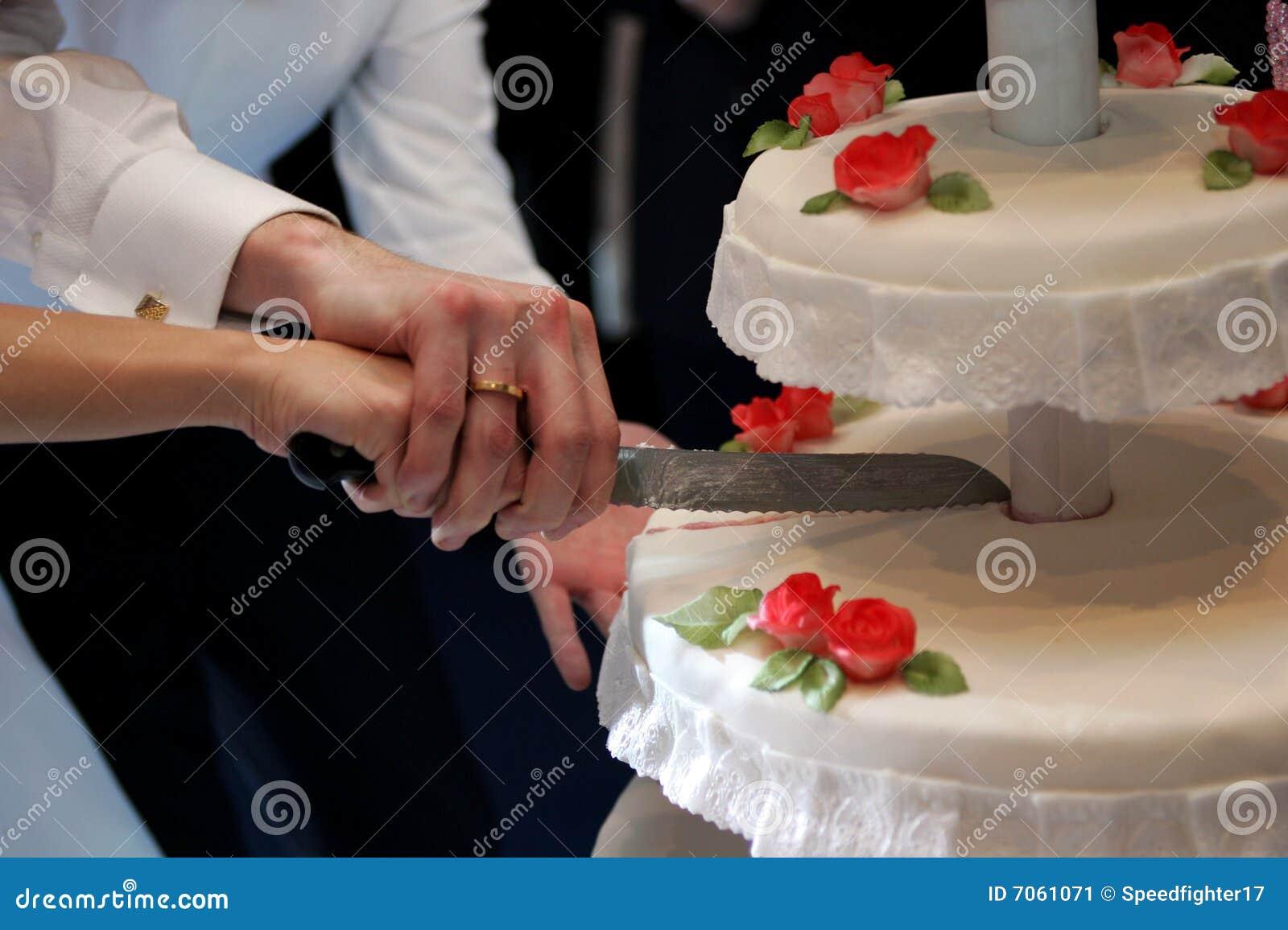 Резка торта на свадьбу