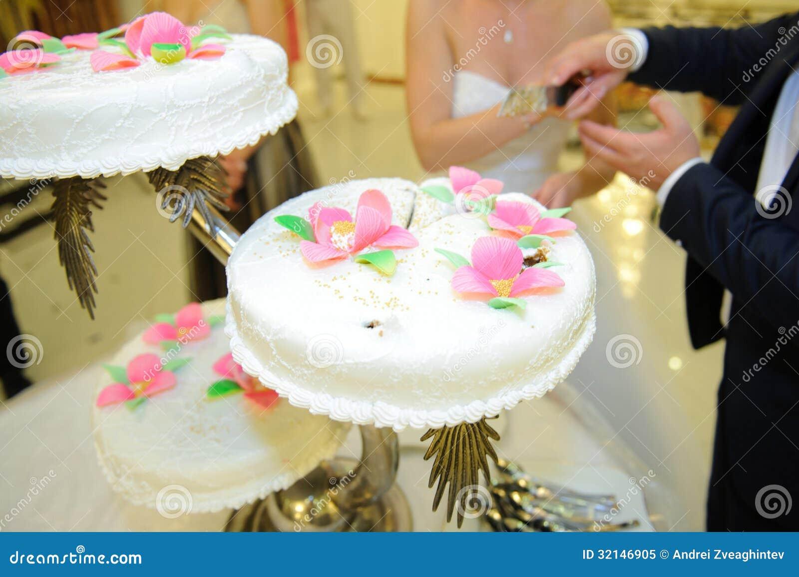 Cutting Wedding Cake Royalty Free Stock Photo Image 32146905