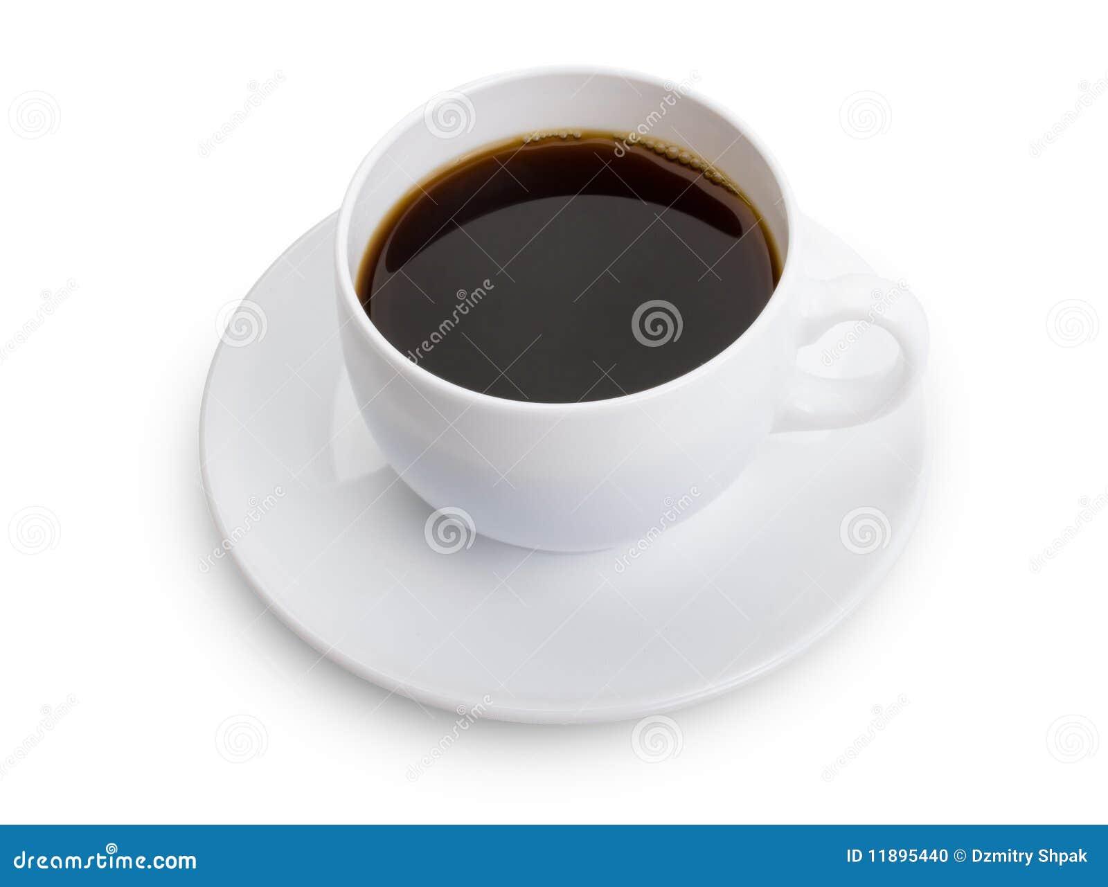 Cuvette avec du café sur le fond blanc