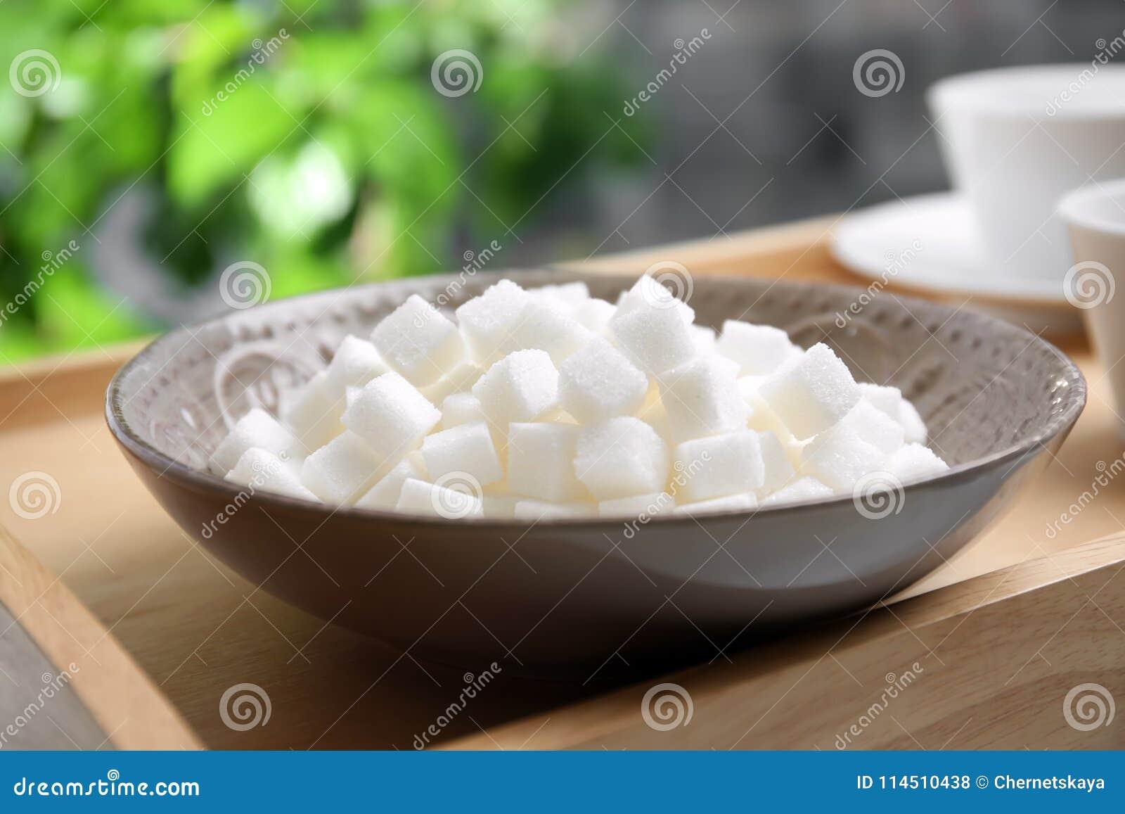 Cuvette avec du sucre raffiné