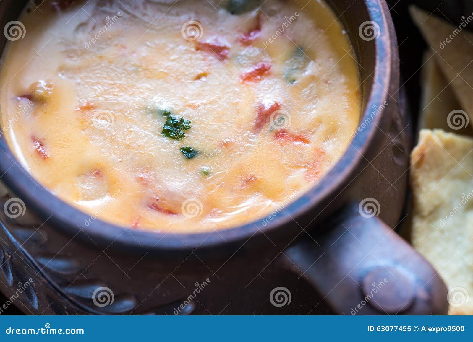 Download Cuvette De Queso Avec Des Puces De Tortilla Image stock - Image du rapide, nachos: 63077455