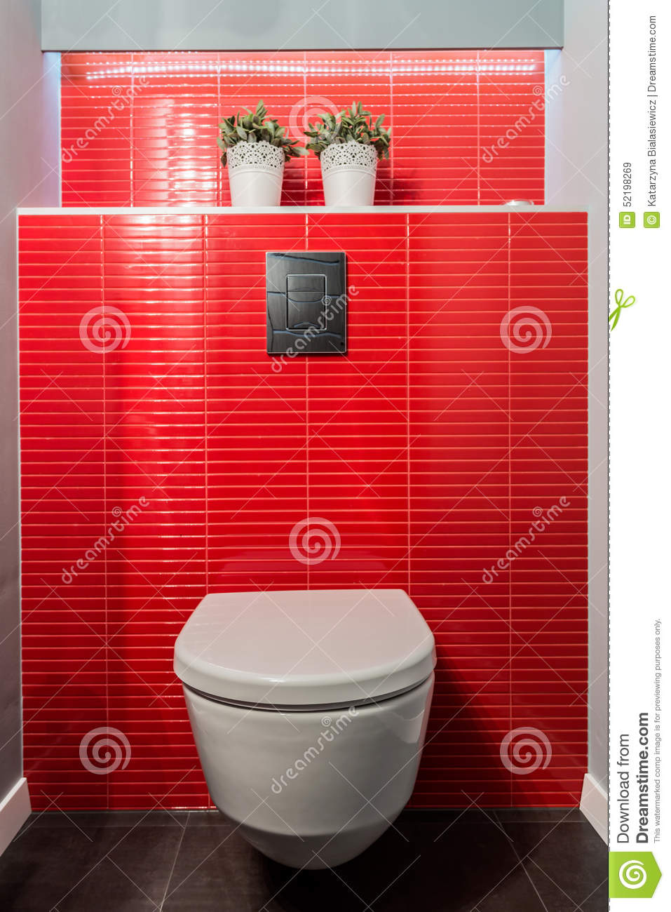 cuvette des toilettes tuiles rouges photo stock image 52198269. Black Bedroom Furniture Sets. Home Design Ideas