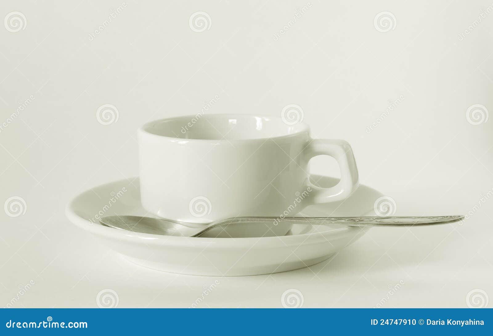 Cuvette et soucoupe de café blanc