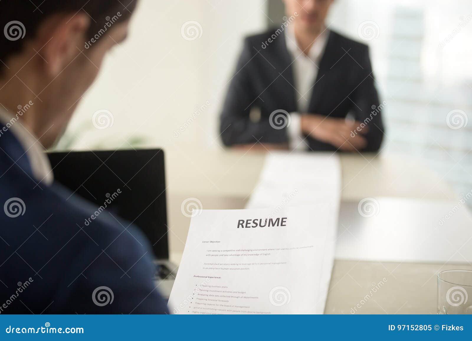 Cv De Lectura Ejecutivo Durante La Entrevista De Trabajo, Foco En El ...