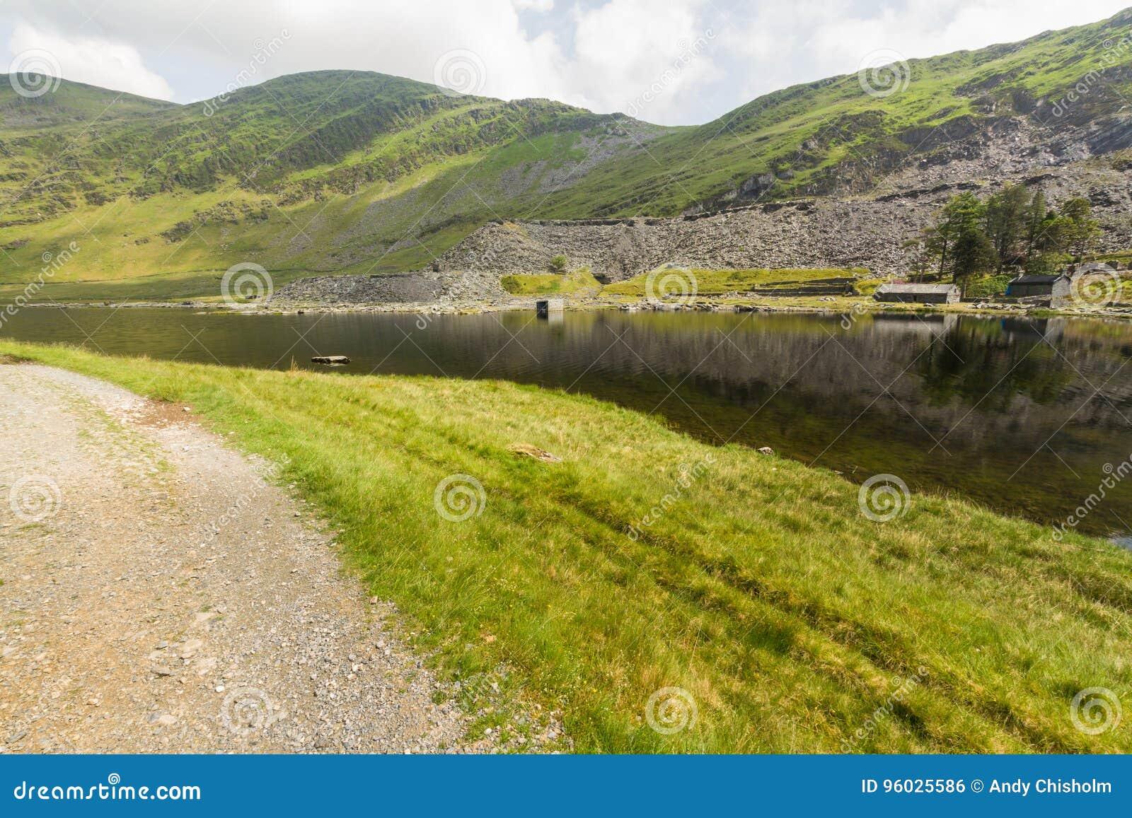 Cwmorthin, wisząca dolina w Północnym Walia z łupek kopalnią