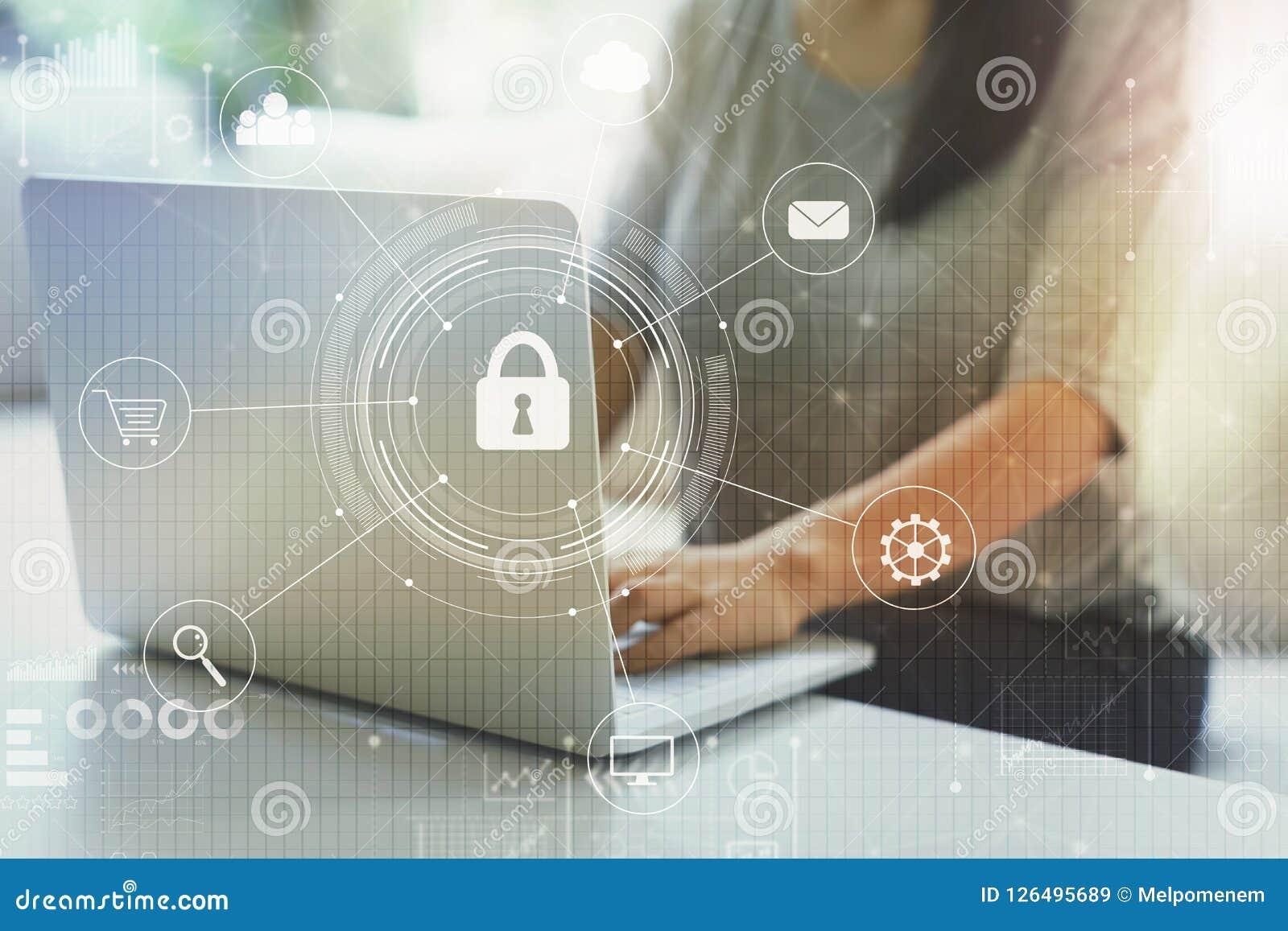 Cyber ochrona z kobietą