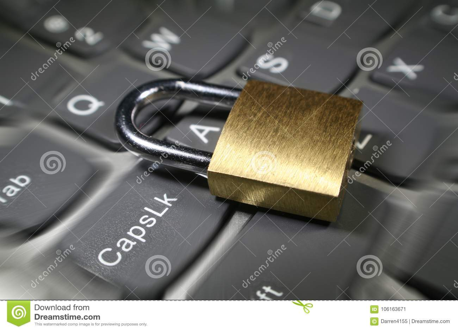 Cybersäkerhet med det guld- låset på fotoet för materiel för bristning för zoom för datortangentbord