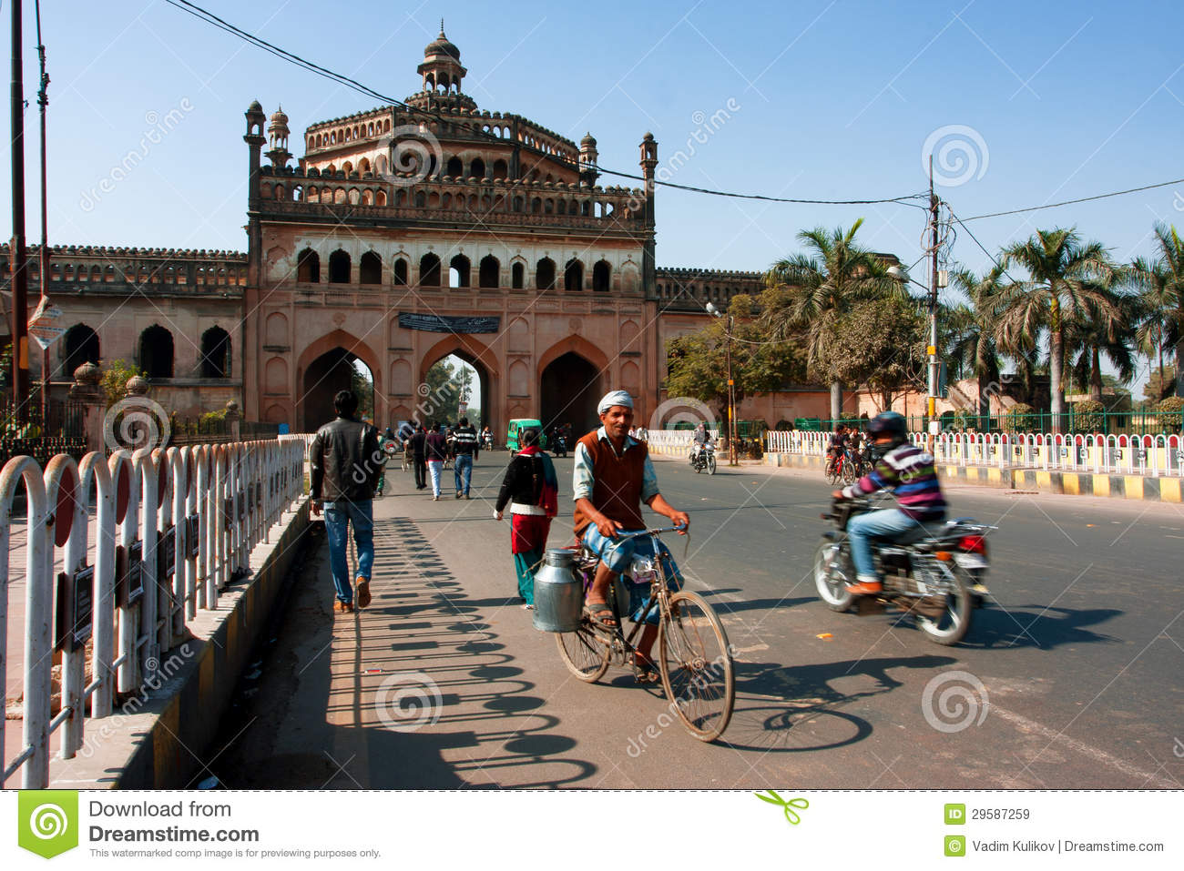 Cyclist drives past the famouse gateway in India
