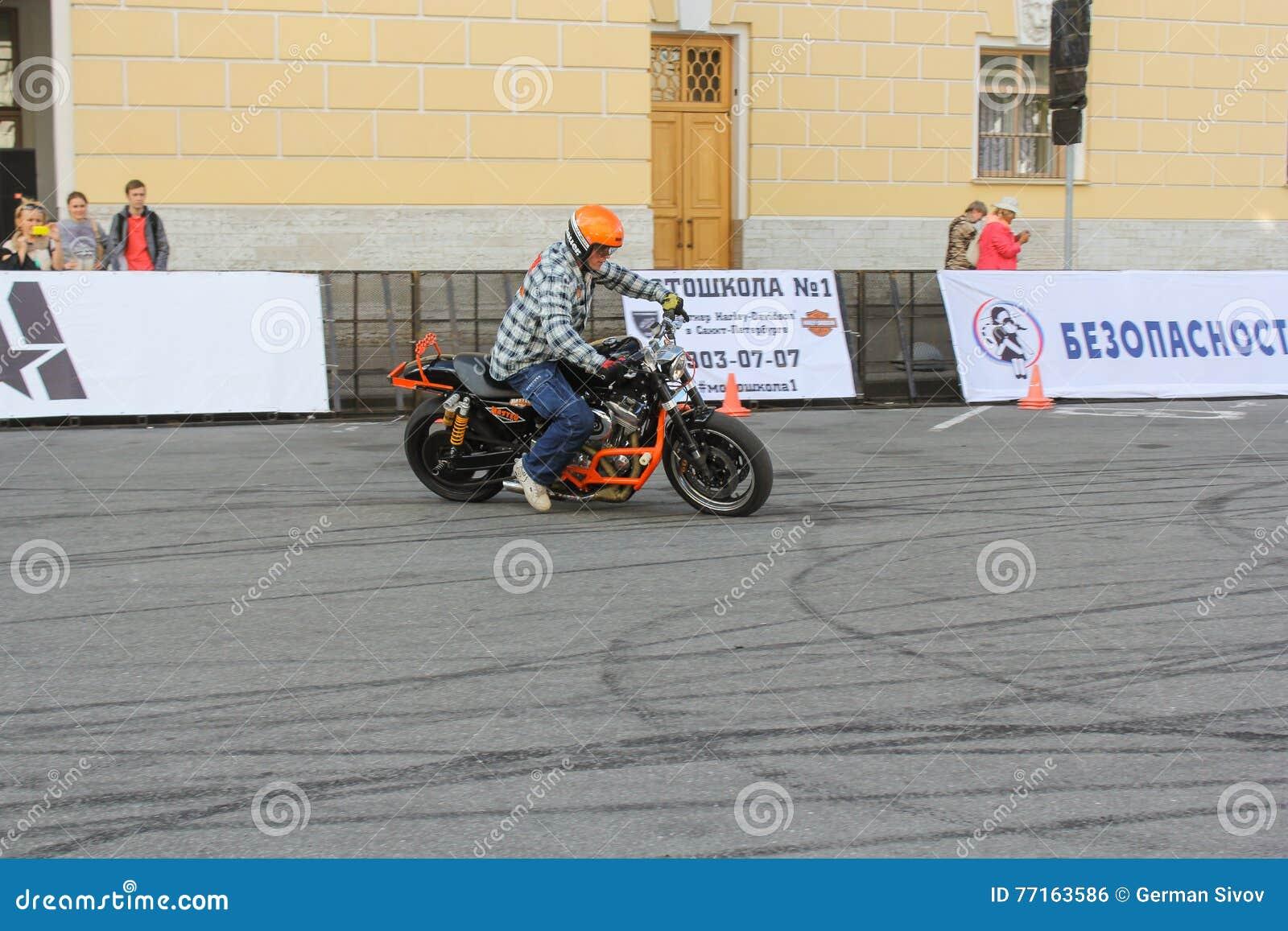 Cycliste écrivant le tour