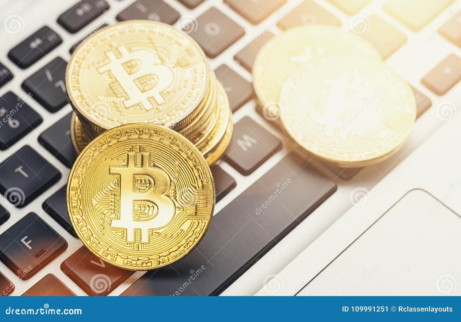 Cyfrowego cryptocurrency Bitcoin na notatniku