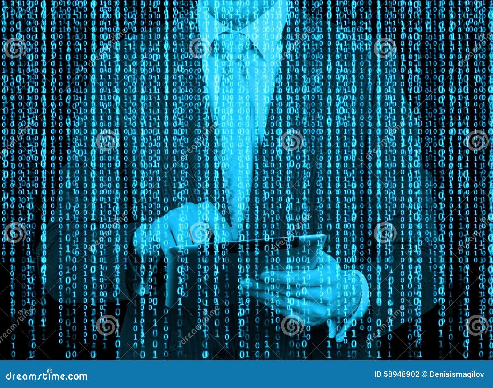 Cyfrowego hologram w matrycowym stylu Mężczyzna z pastylką wyszukuje dane w internecie