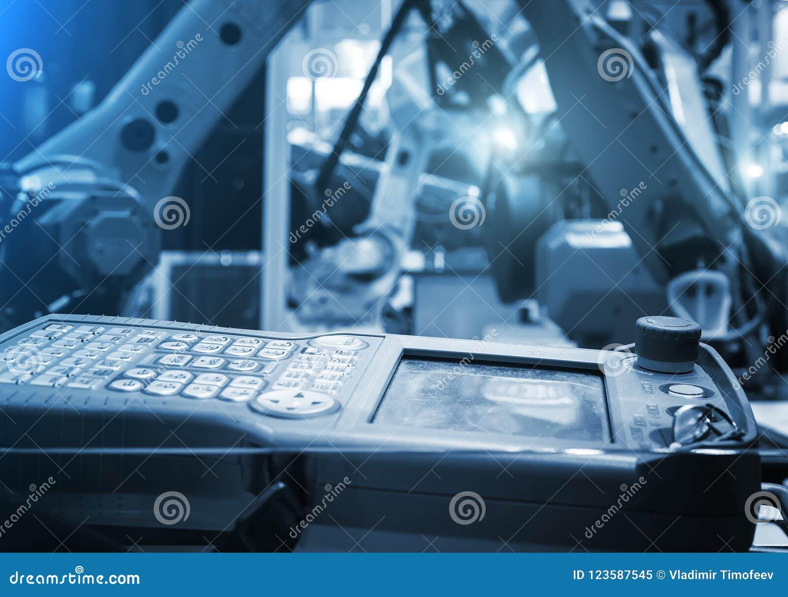 Cyfrowy kontroler Dla robota w fabryce przeciw tłu zamazani żółci przemysłowi roboty