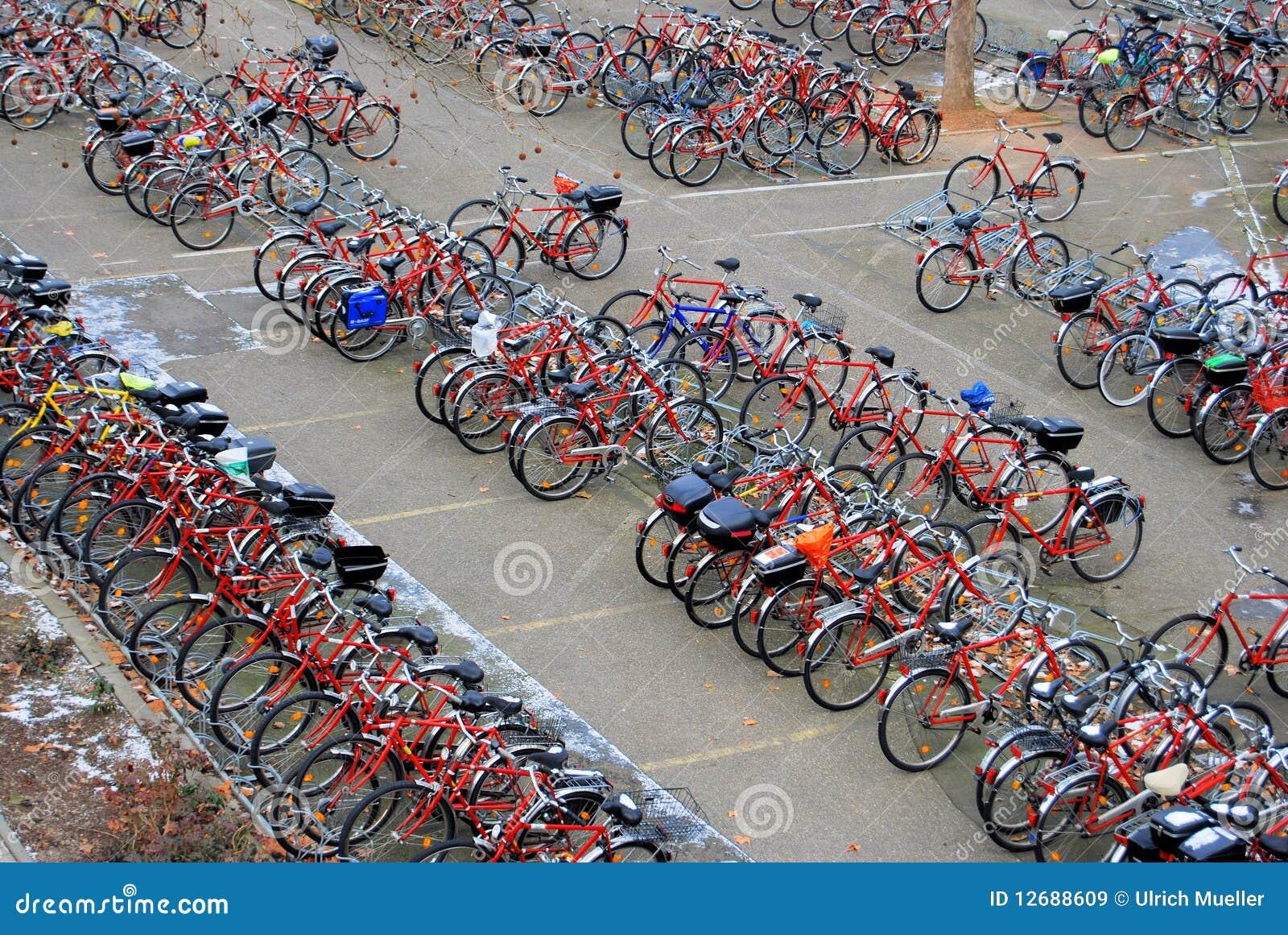 Cykel som parkerar mycket