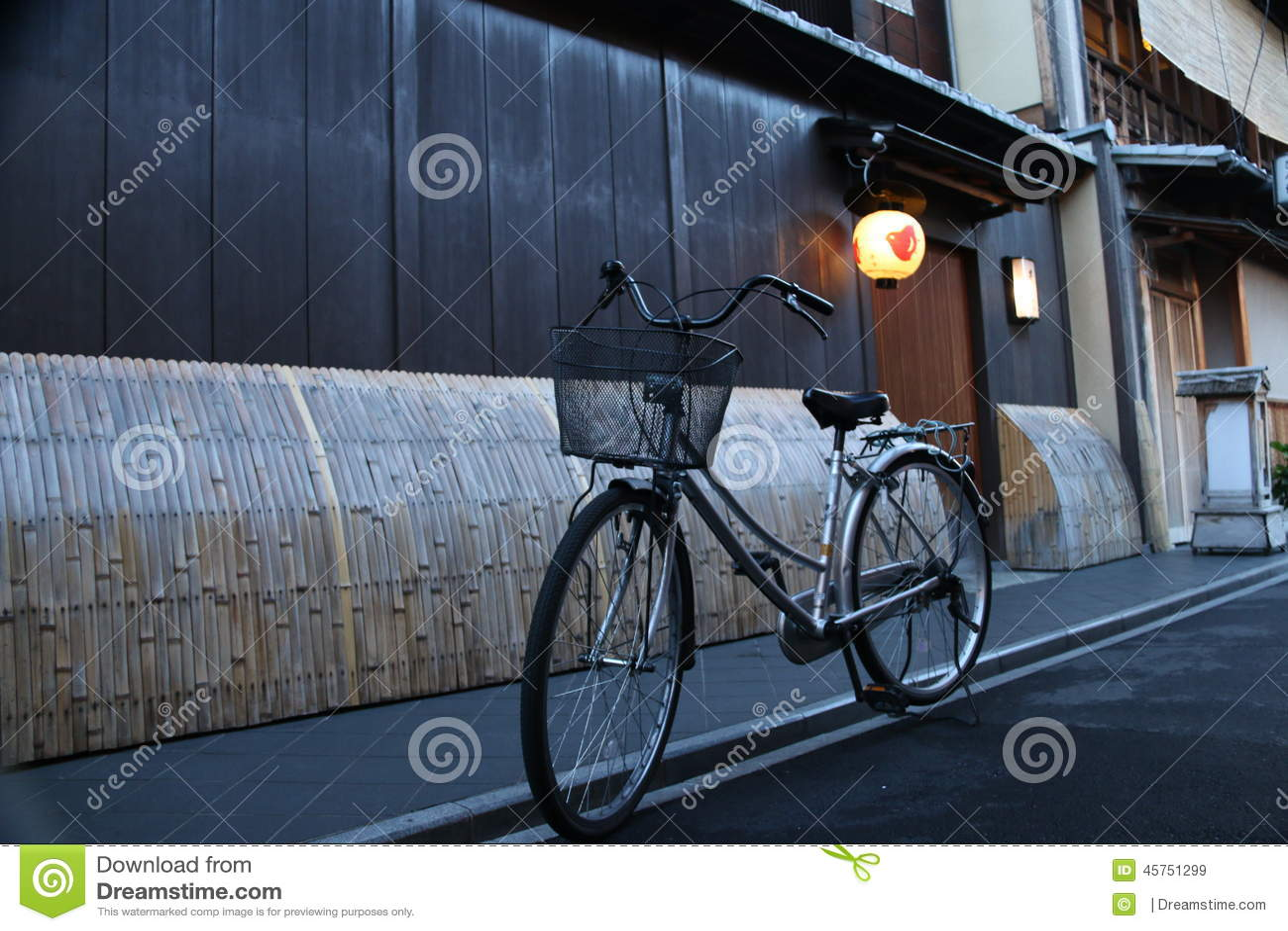 Cykla i en gränd