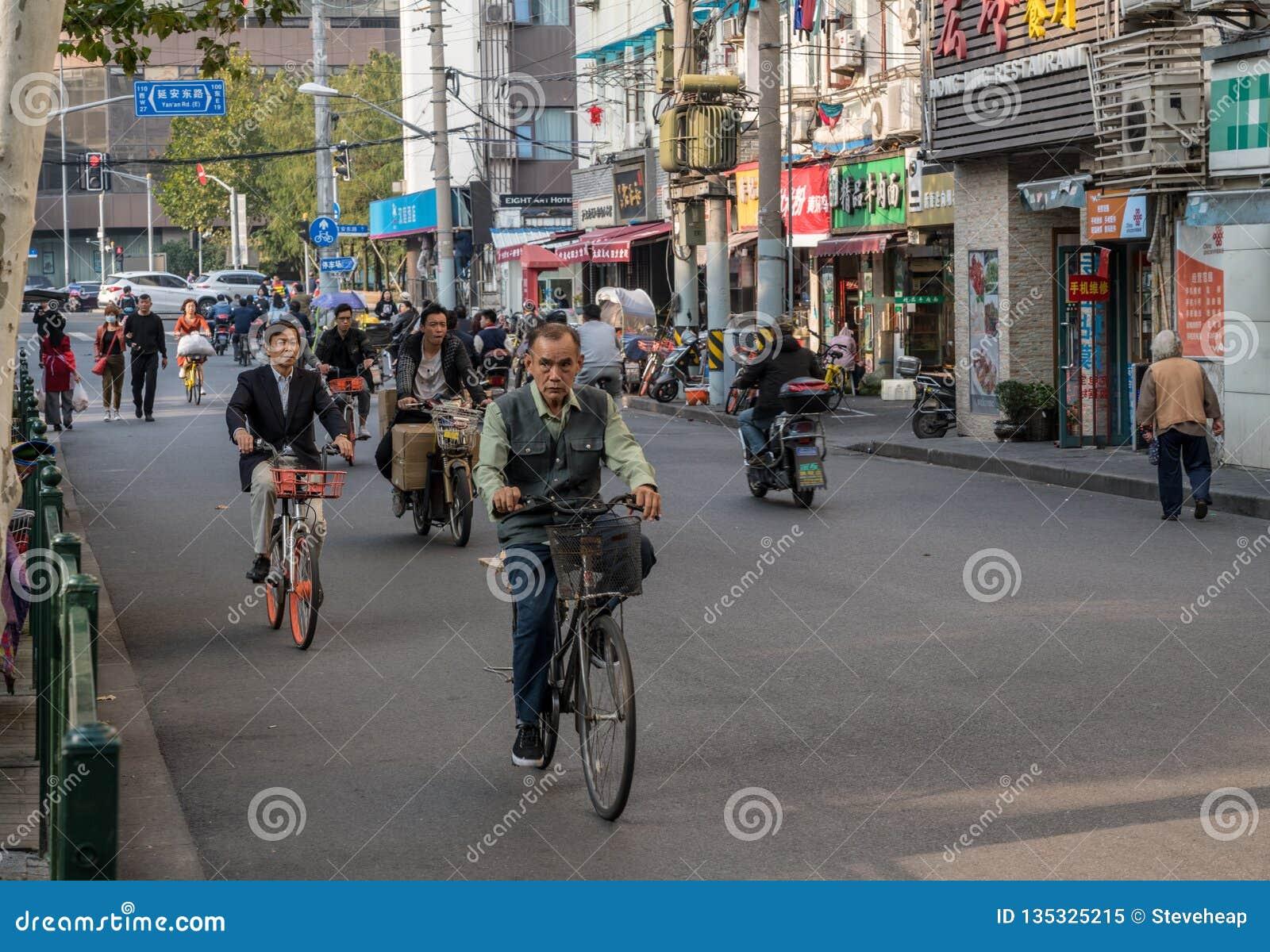 Cykla på den Sichuan vägen i Shanghai