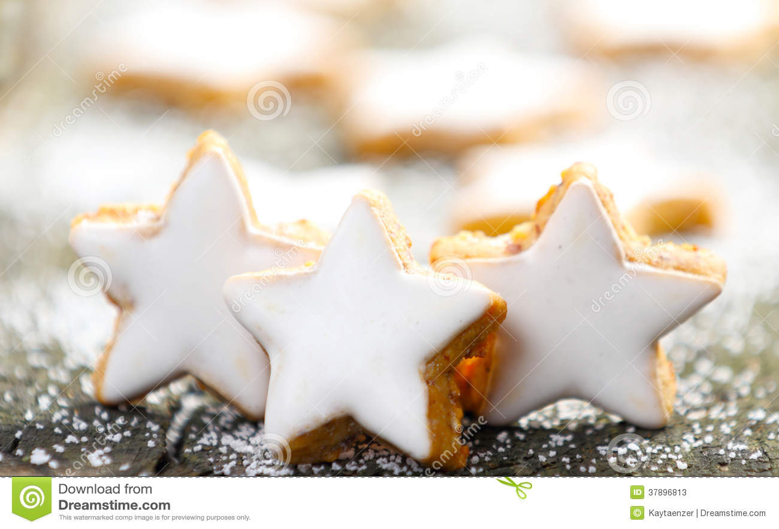 Cynamon gwiazdy z lodowaceniem