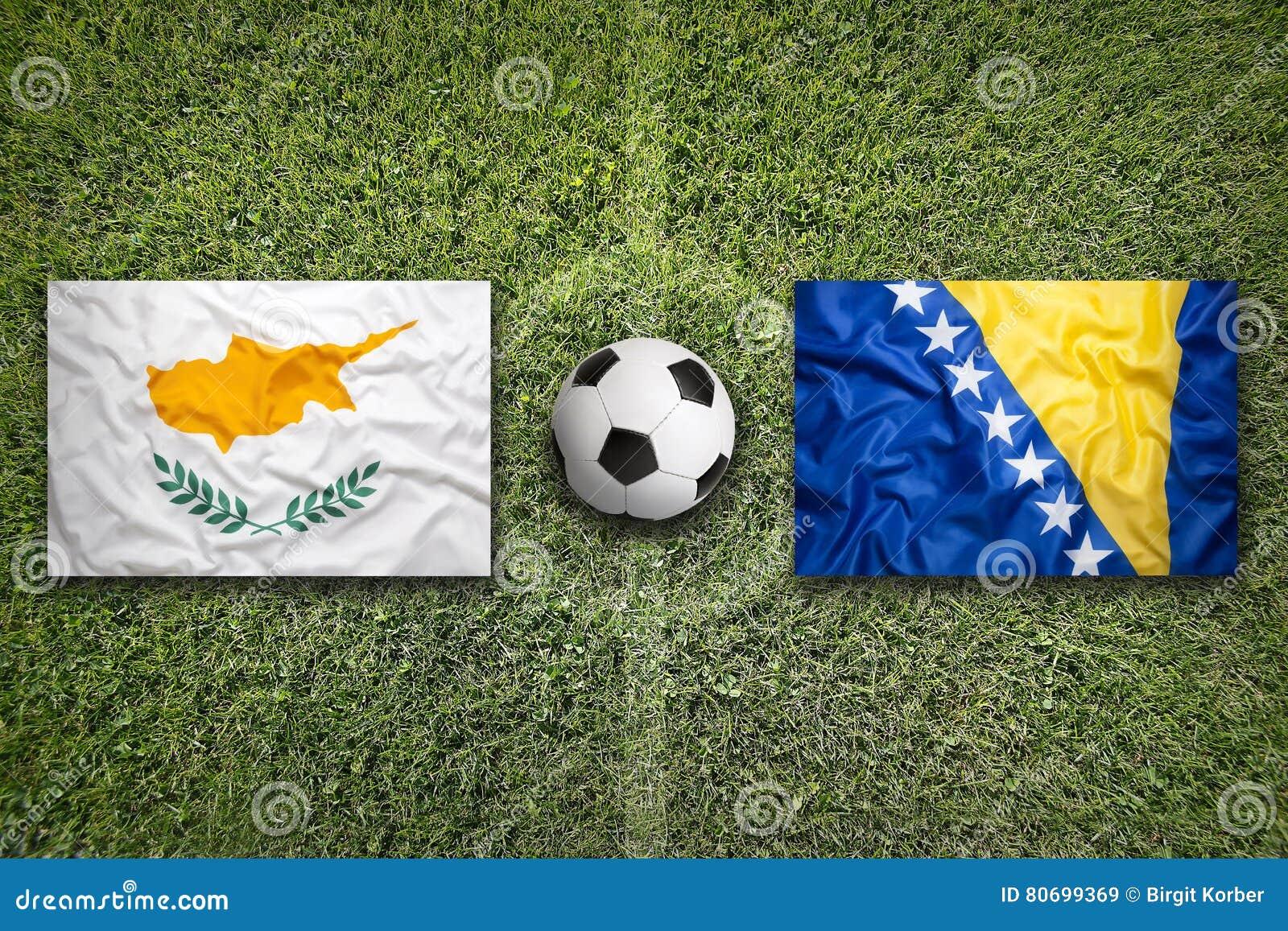 Cyprus versus De vlaggen van Bosnië-Herzegovina op voetbalgebied