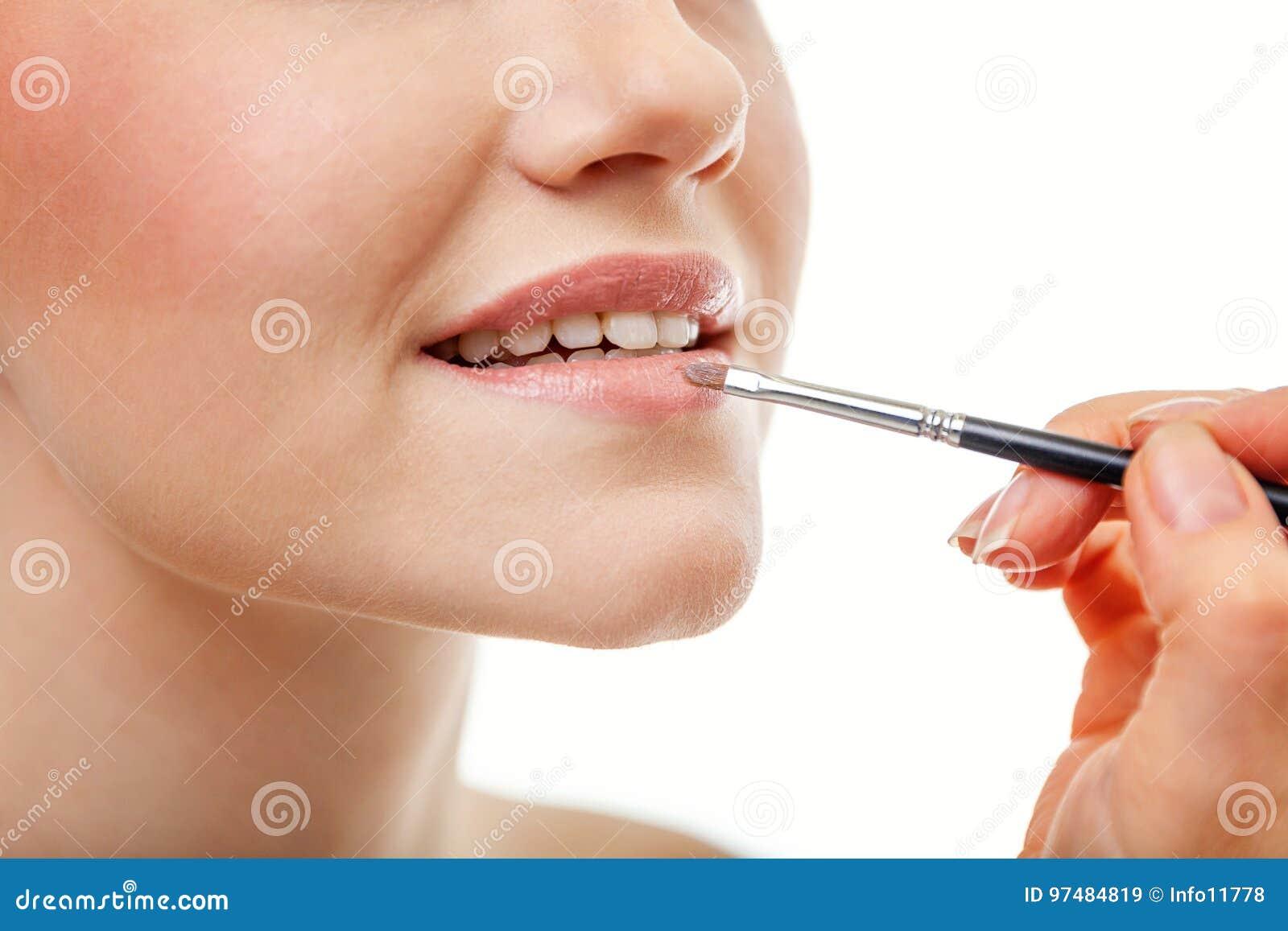 Część atrakcyjna kobiety ` s twarz z nagim wargi makeup