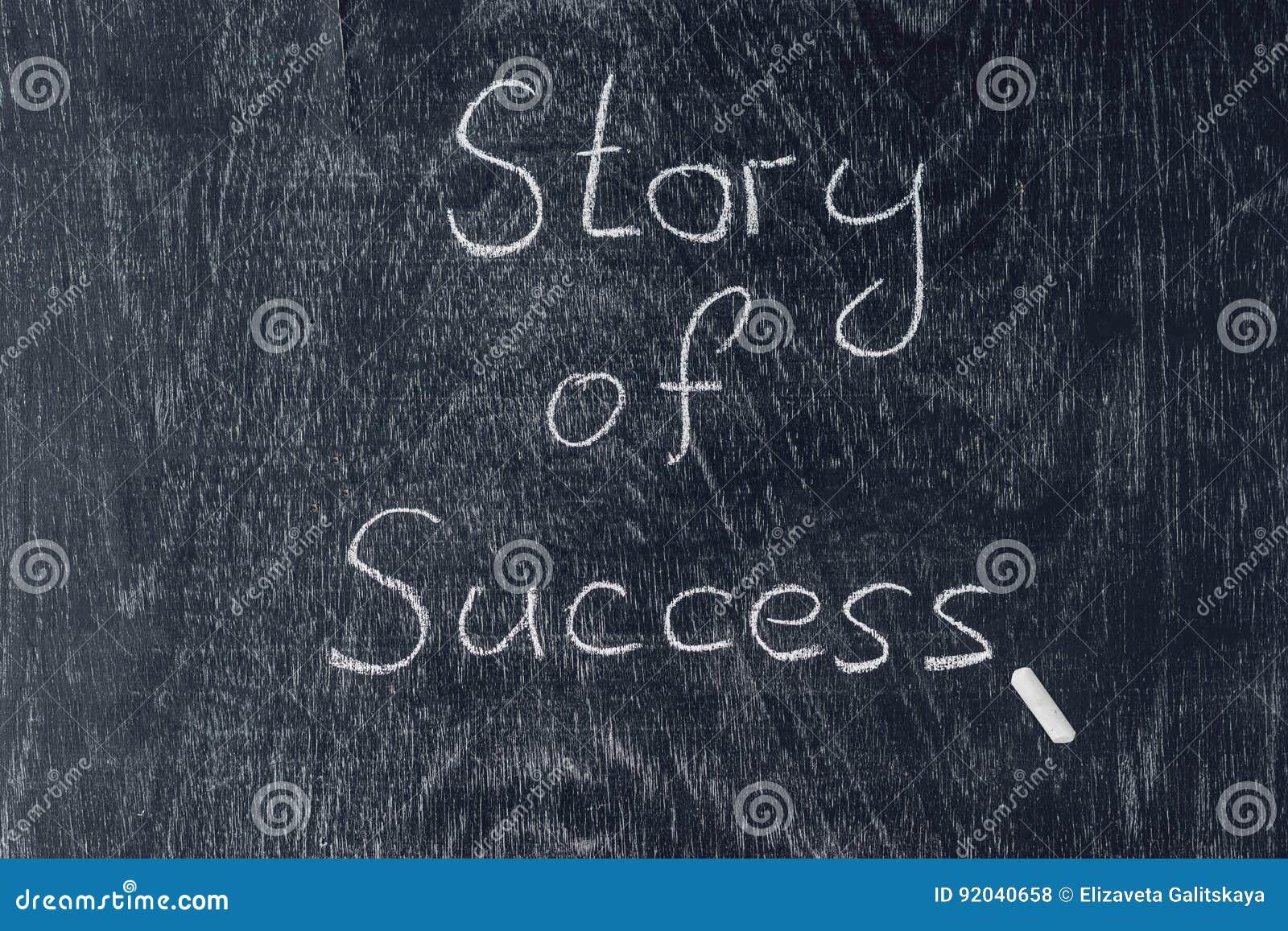 Człowiecy sukcesu pisać na blackboard używać kredę