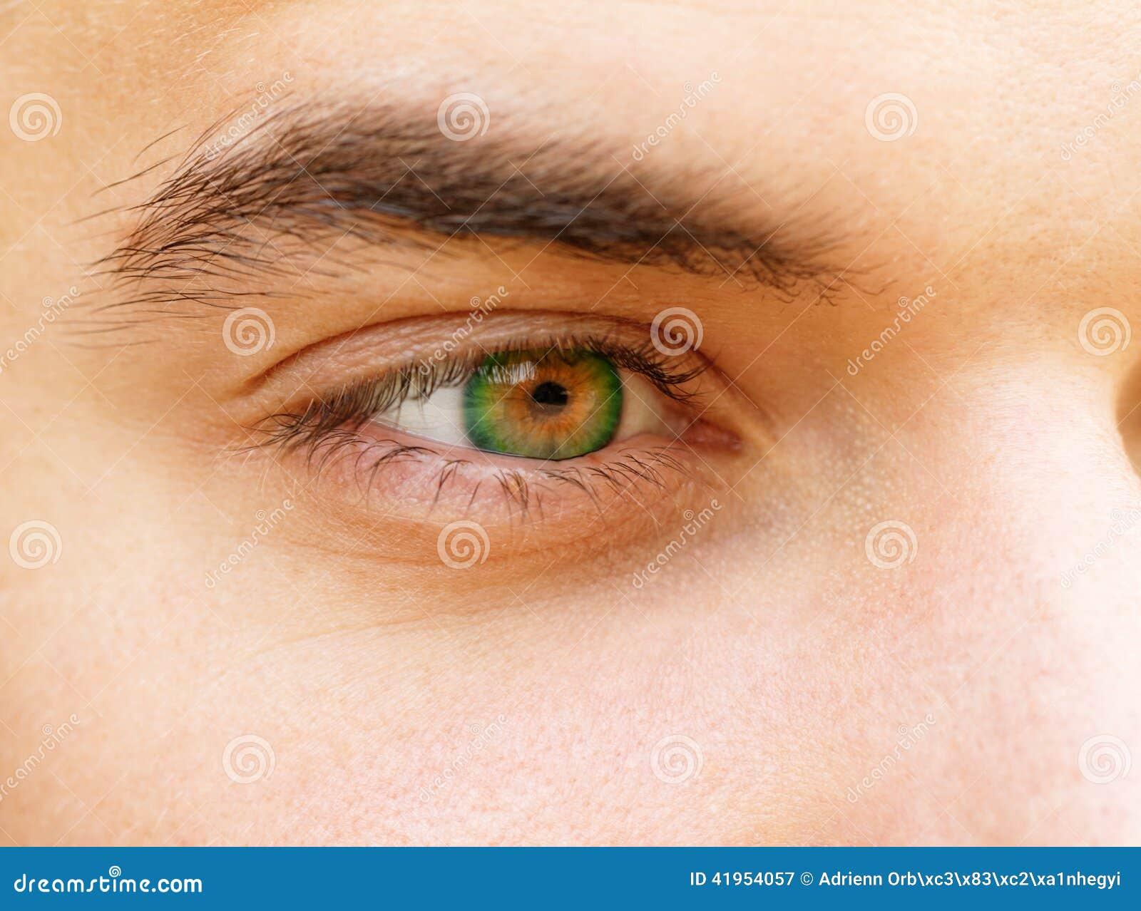 Człowiek jest młody oko