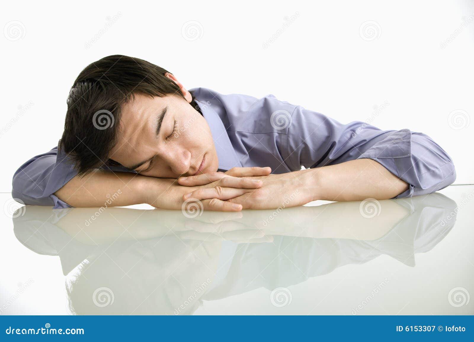 Człowiek pracy spanie