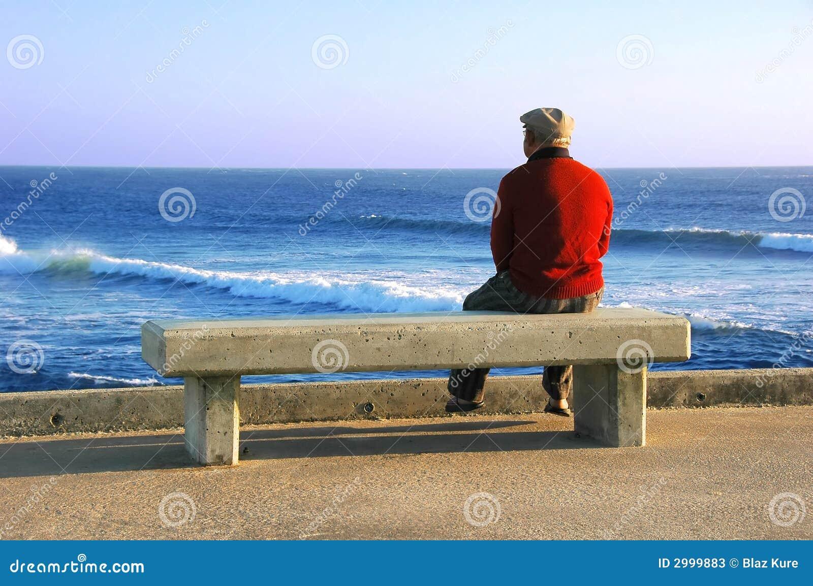 Człowiek stara posiedzenia stanowiska badawczego