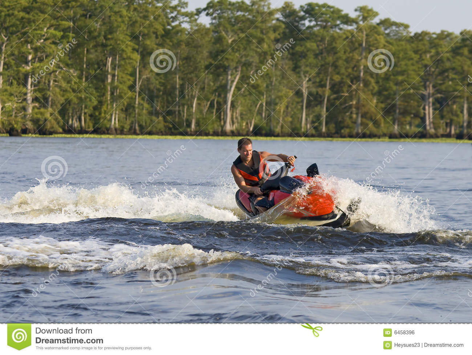 Człowiek uciekiniera kierują fala river