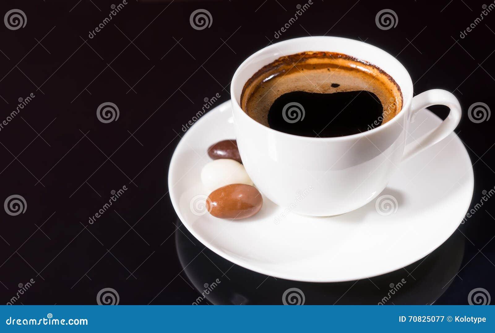Czarna kawa z czekolady Zakrywać Kawowymi fasolami