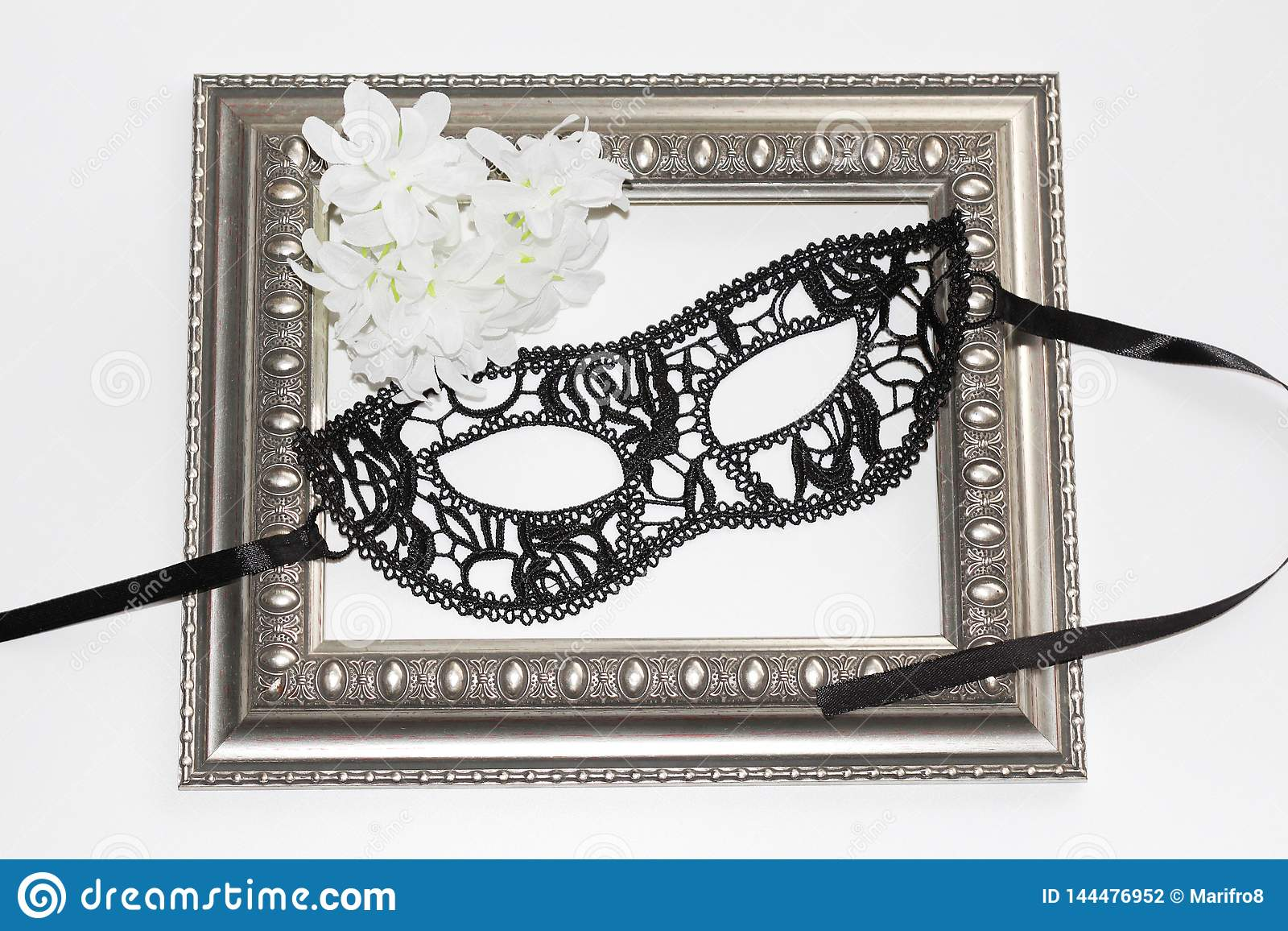 Czarna koronkowa oko maska, roczników kwiaty, ramowi i biali