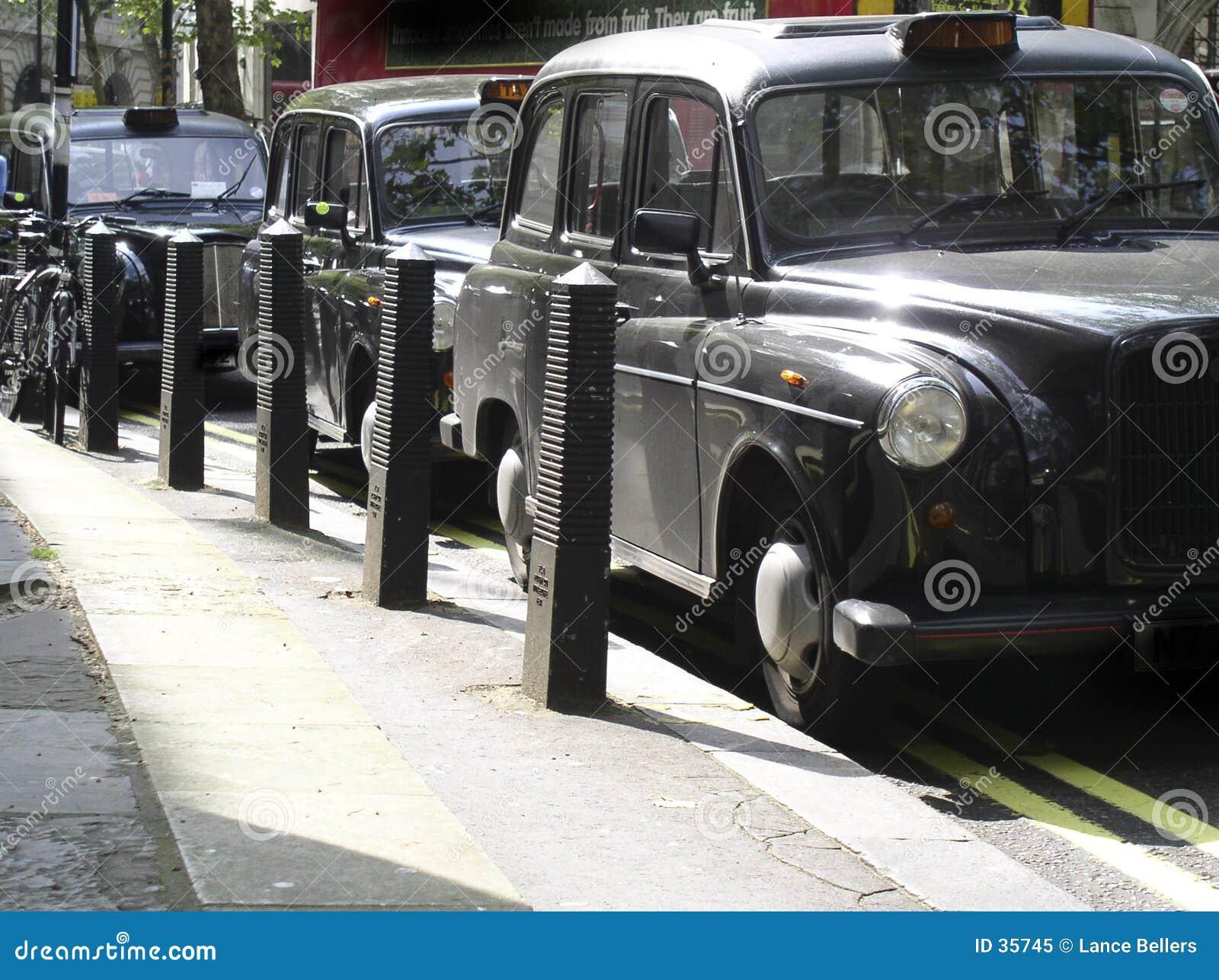 Czarne taksówki