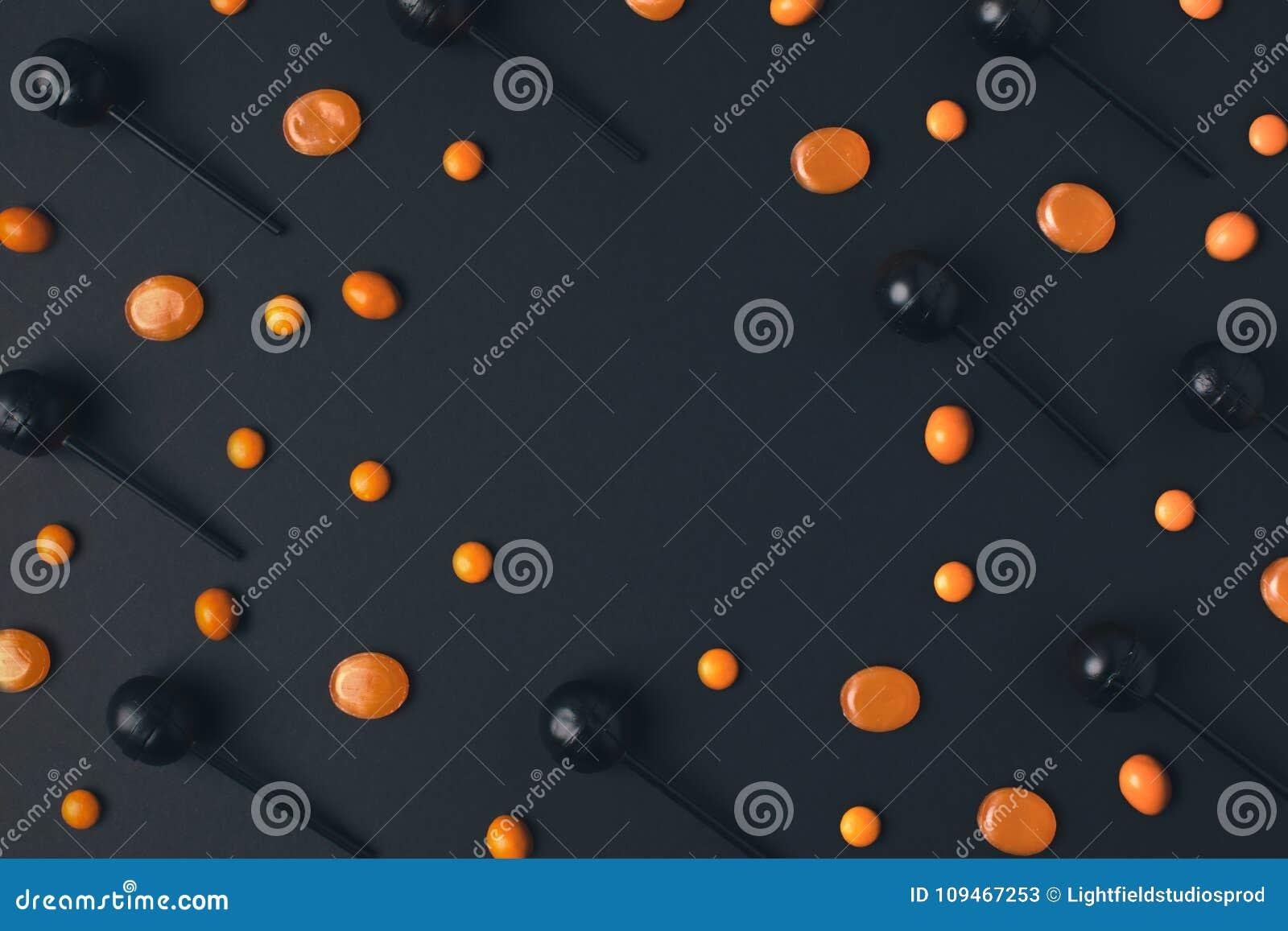 Czarni i pomarańczowi lizaki