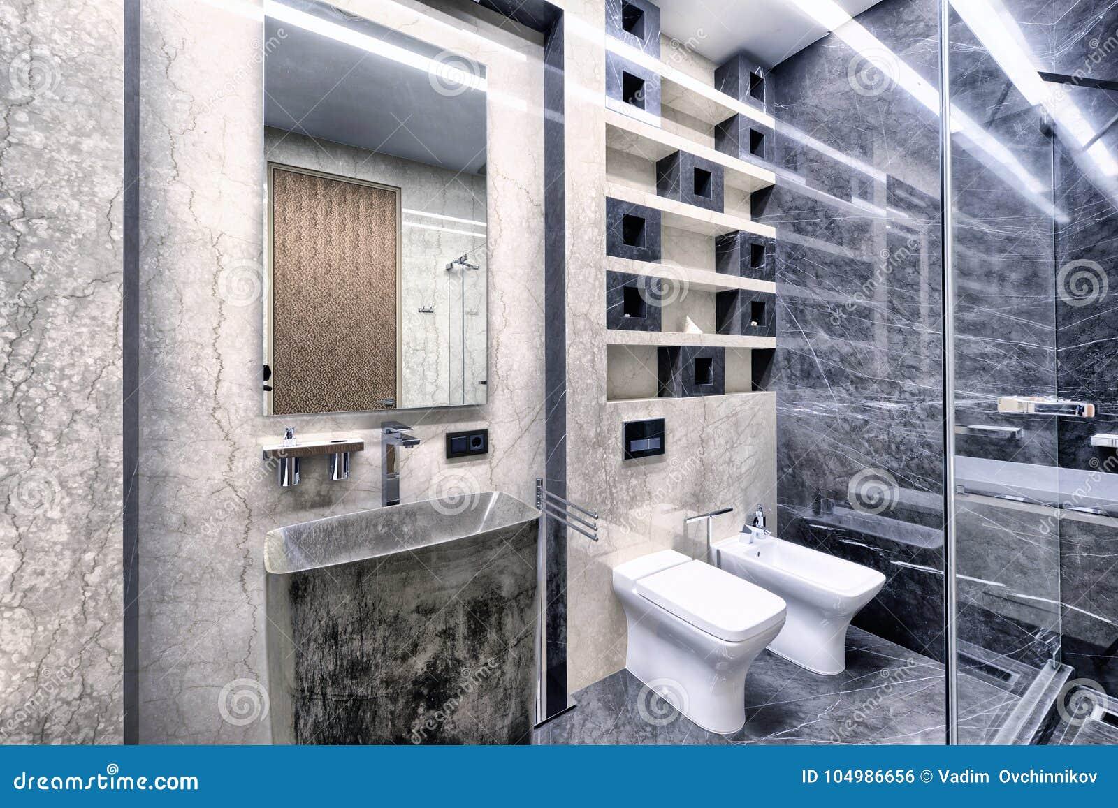 Czarno Biały Marmur We Wnętrzu Nowożytnej łazienki W