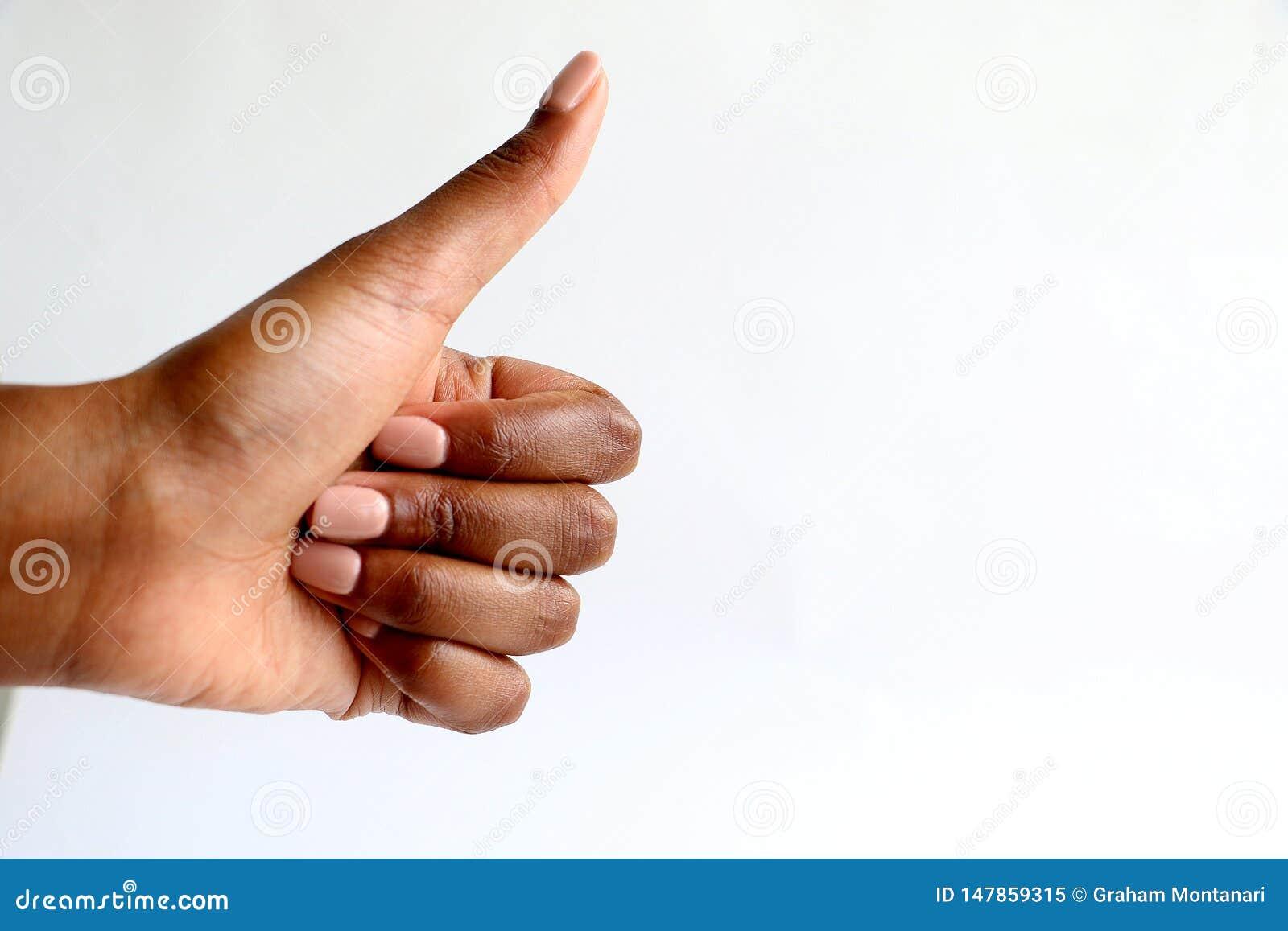 Czarny Afrykanin indyjska ręka daje aprobatom