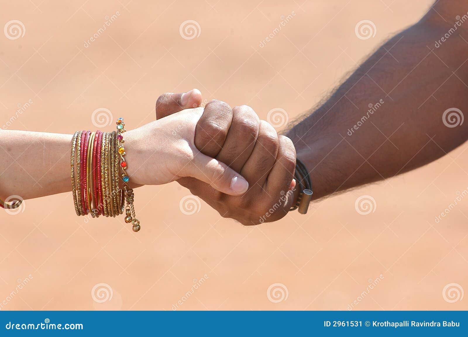 Czarny i biały ręki