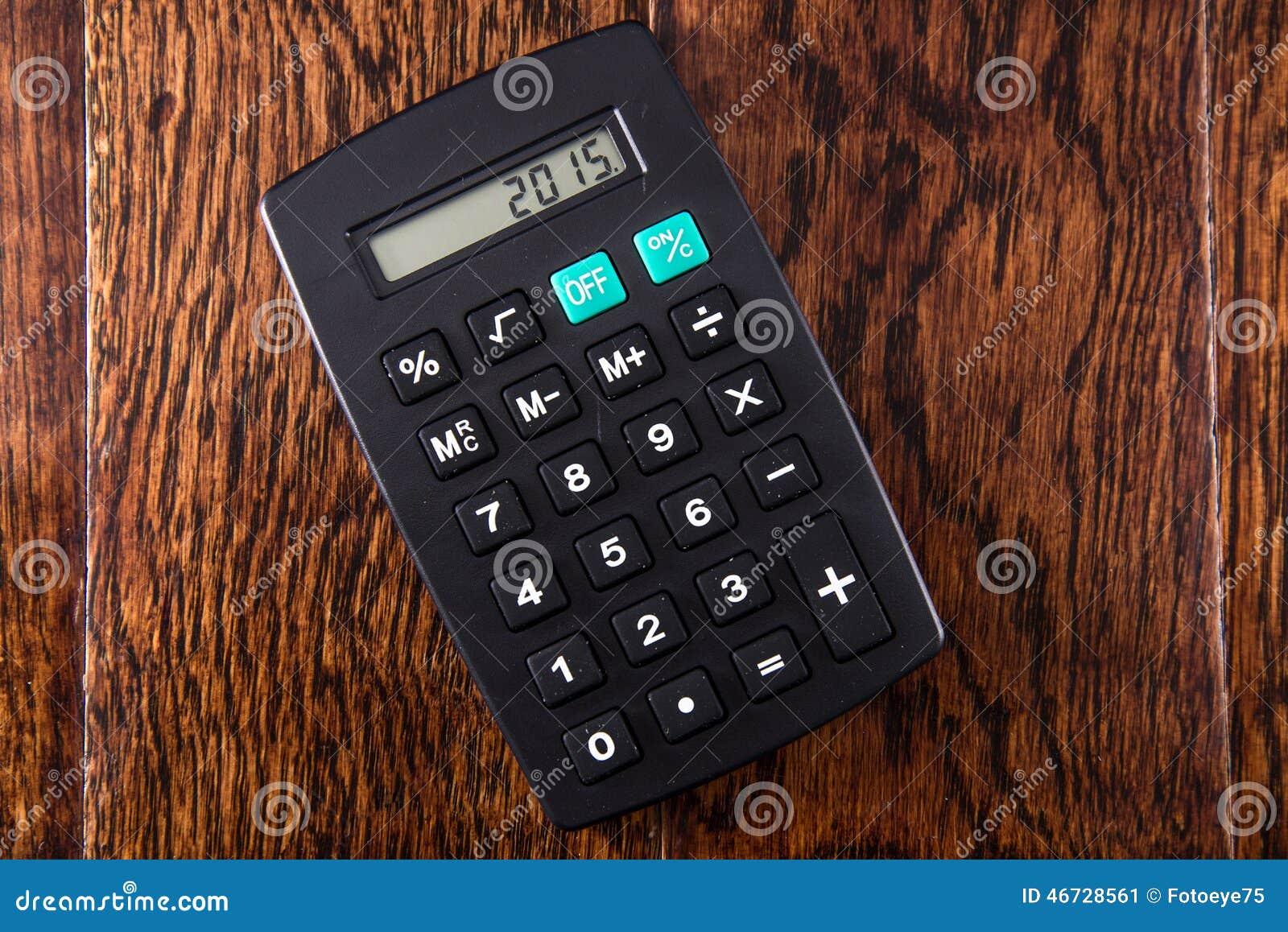 Czarny kalkulator na Drewnianym biurku