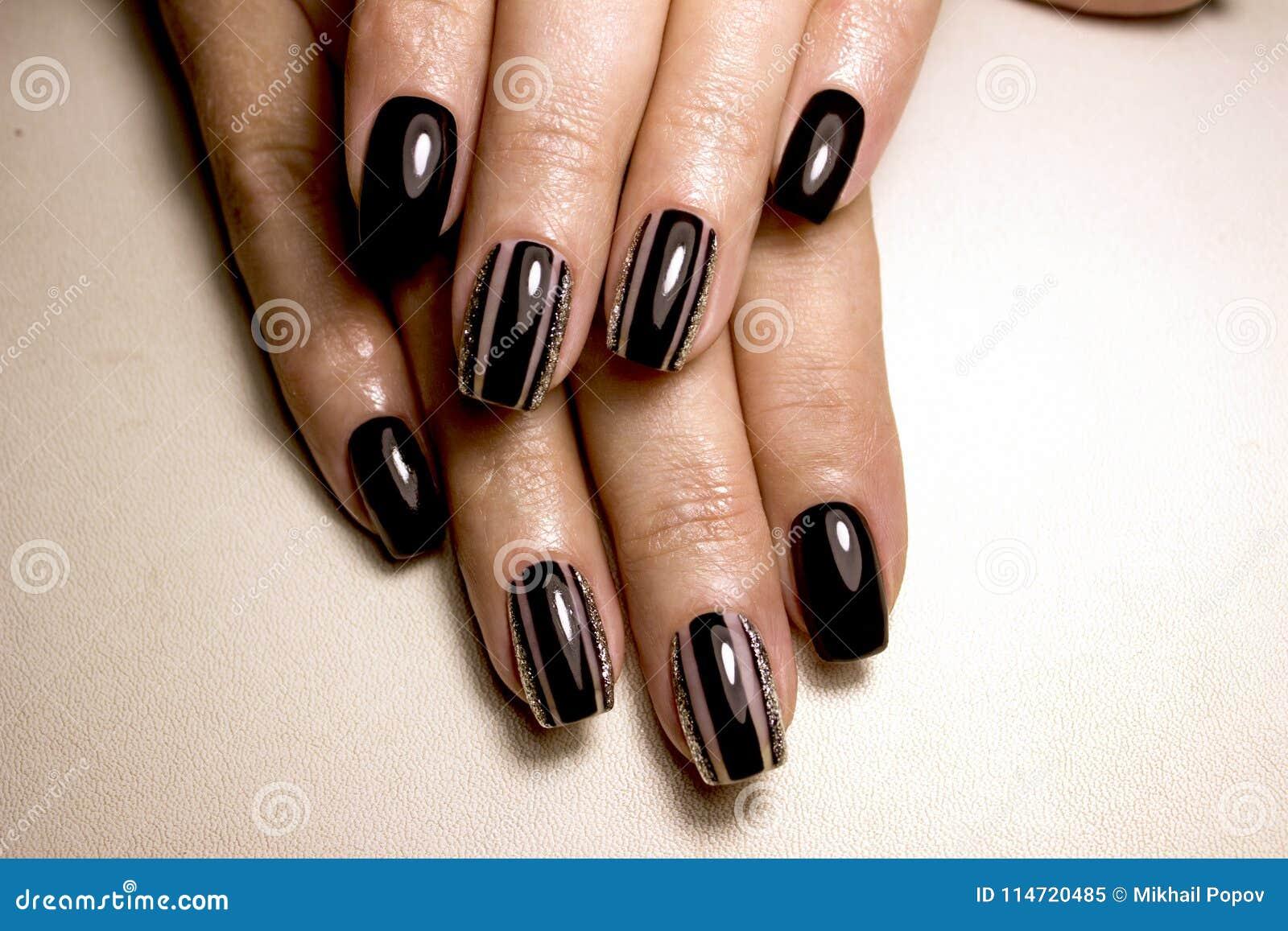 Czarny lakier do paznokci Robiący manikiur gwóźdź z czarnym gwoździa połyskiem Manicure z ciemny nailpolish Czarny gwóźdź sztuki