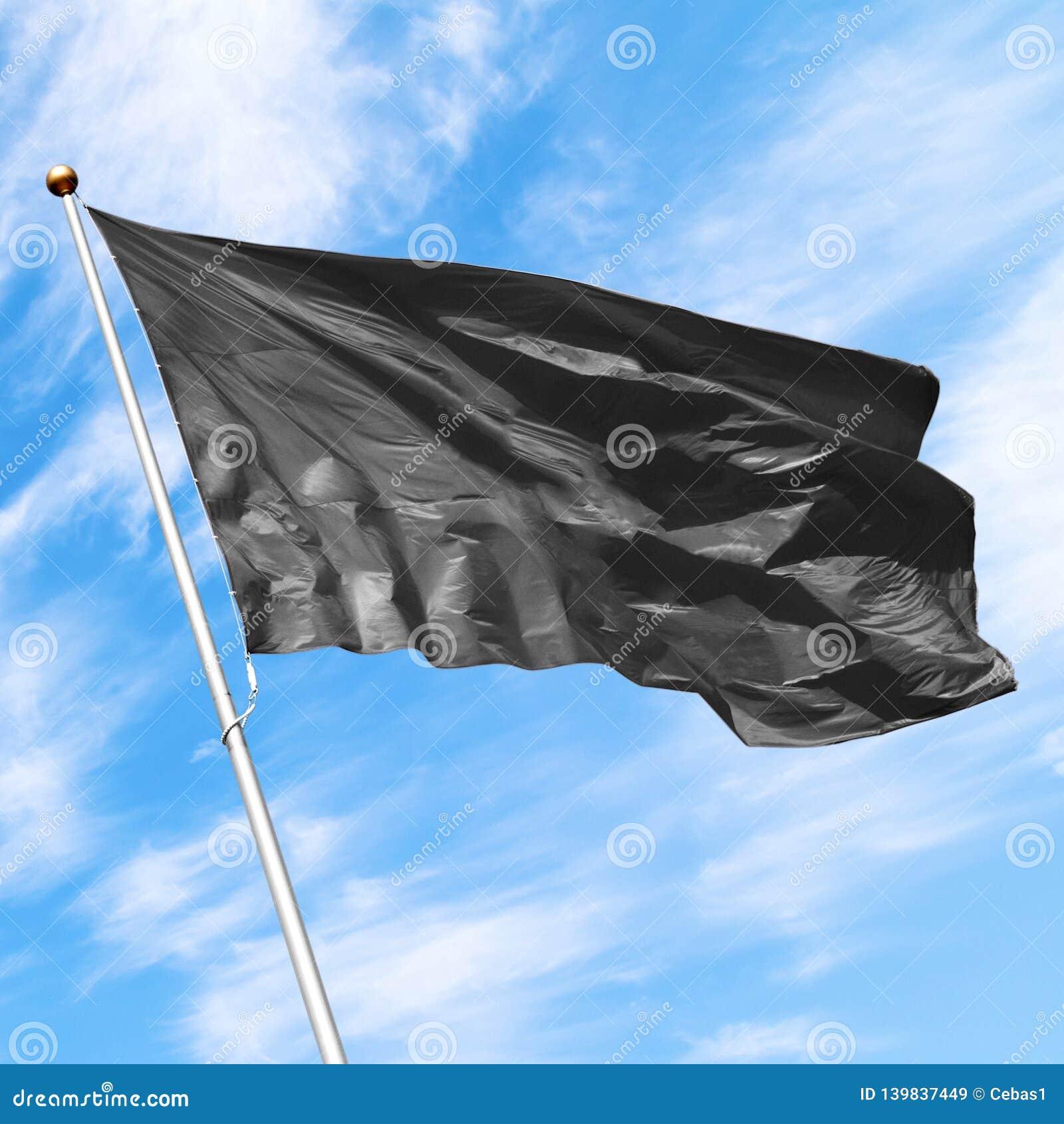 Czarny puste miejsce flagi mockup na błękitnym chmurnym niebie