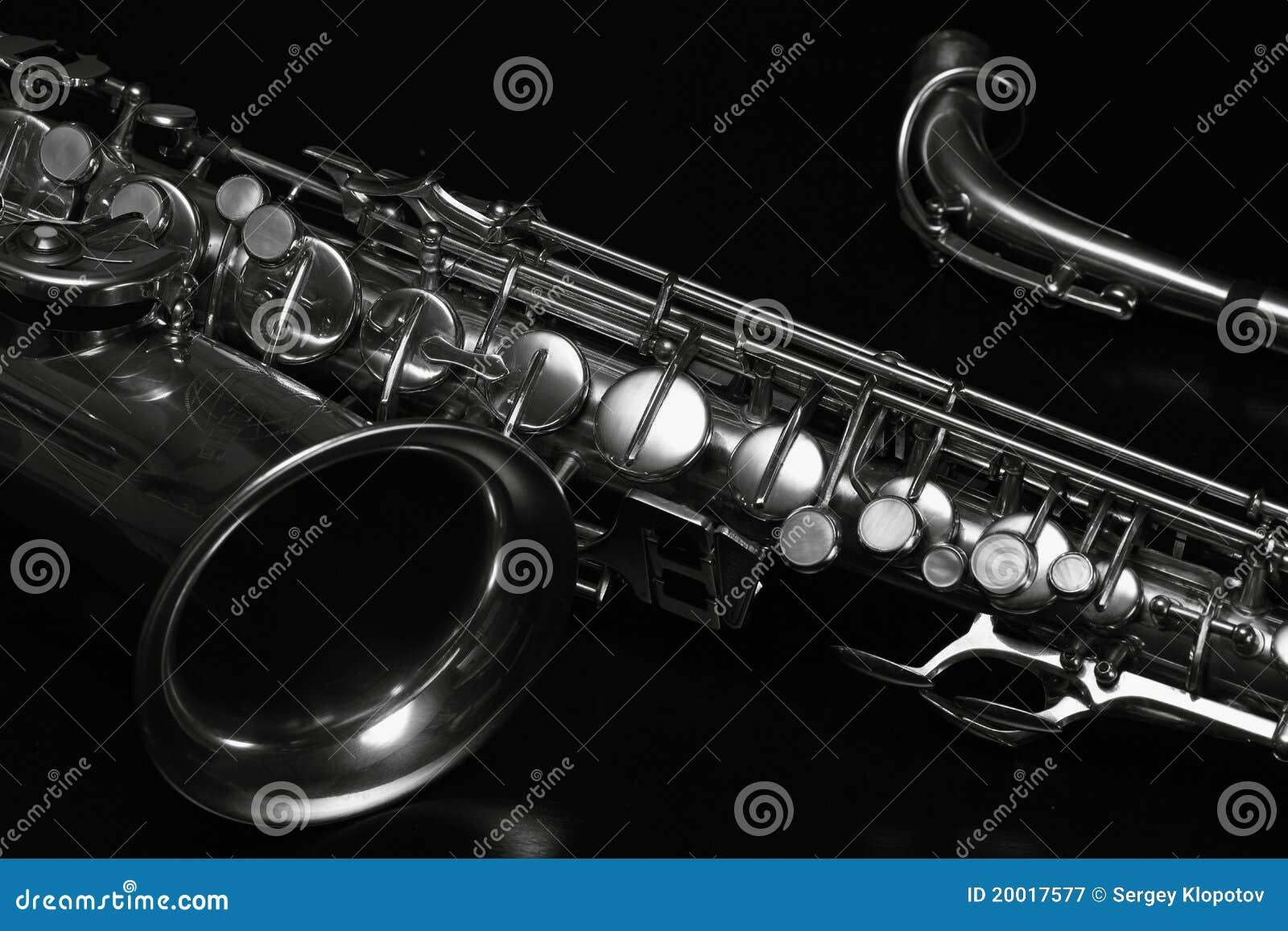 Czarny saksofon