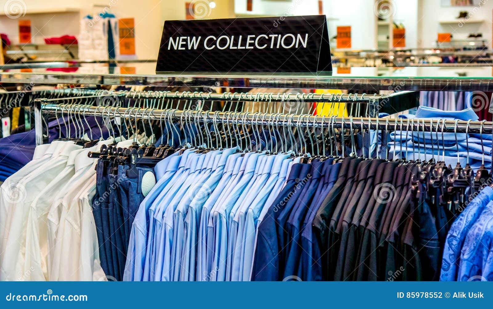 593c7ac5fc ... w błękitnych białego Burgundy kolorach co wieszał na wieszakach w dużym  sklepie kolekcja z talerzem w sklepie odzieżowym z szyldową NOWĄ kolekcją