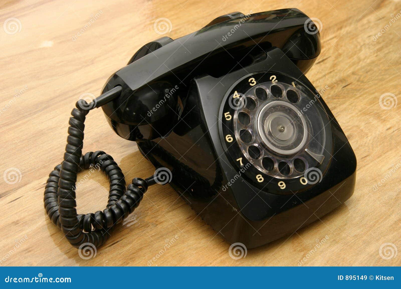 Czarny telefon