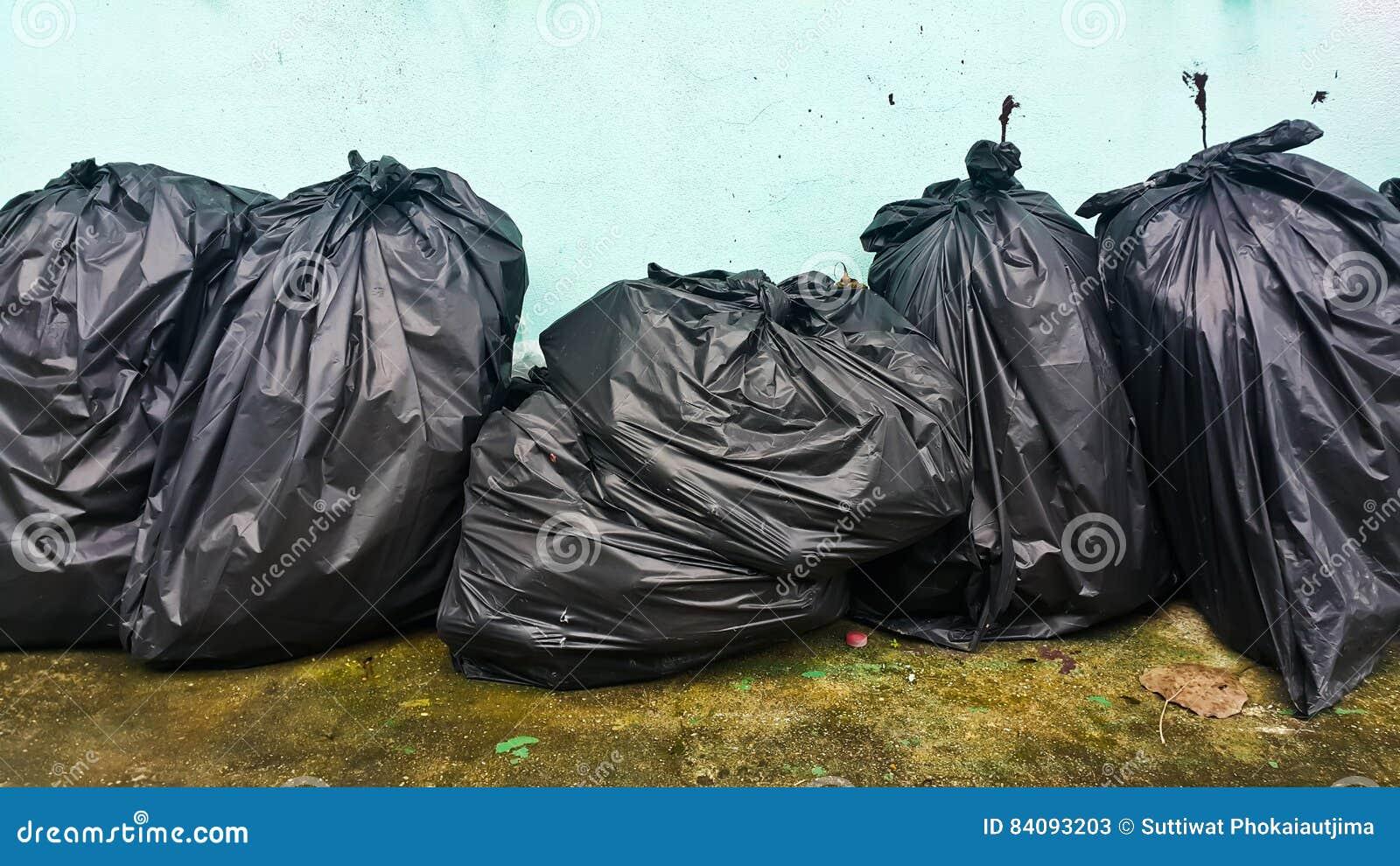 Czarny torba śmieci
