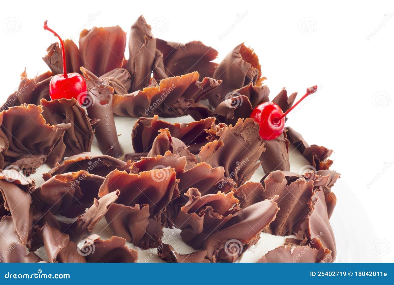 Czarny tortowego czekoladowego lasu odosobniony biel