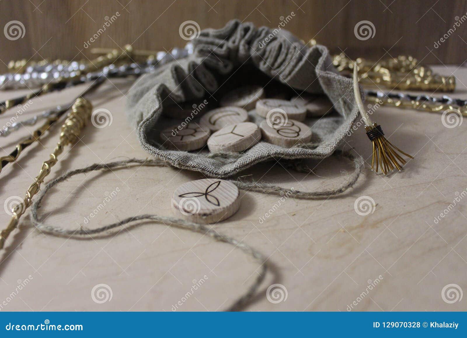 Czarownic runes i bieliźniana kieszonka