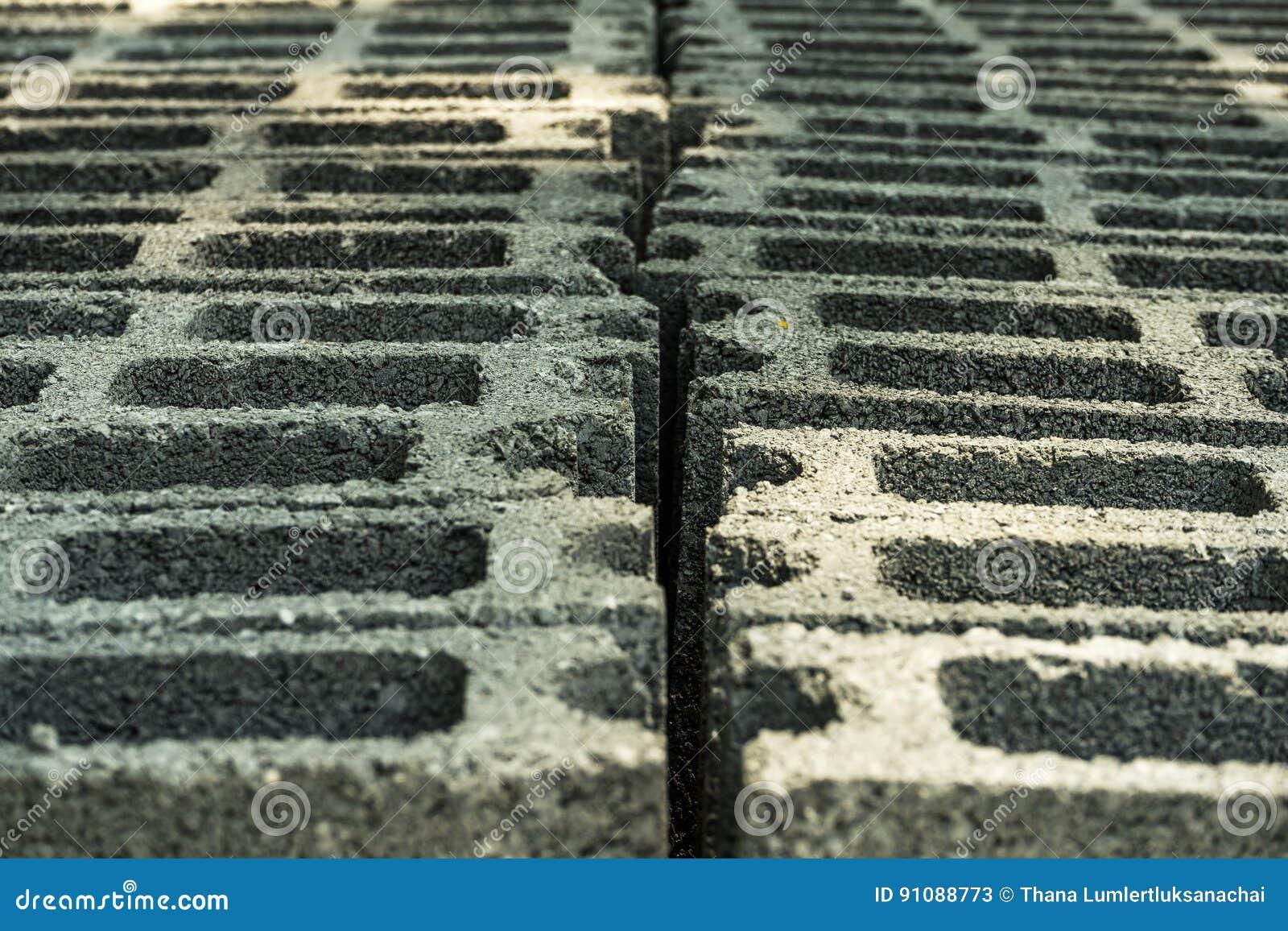 Czekanie cegły