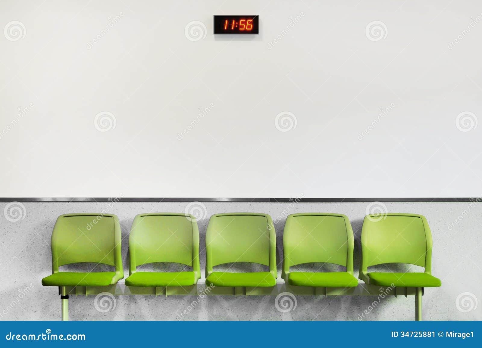 Czekanie terenu zieleni miejsca siedzące