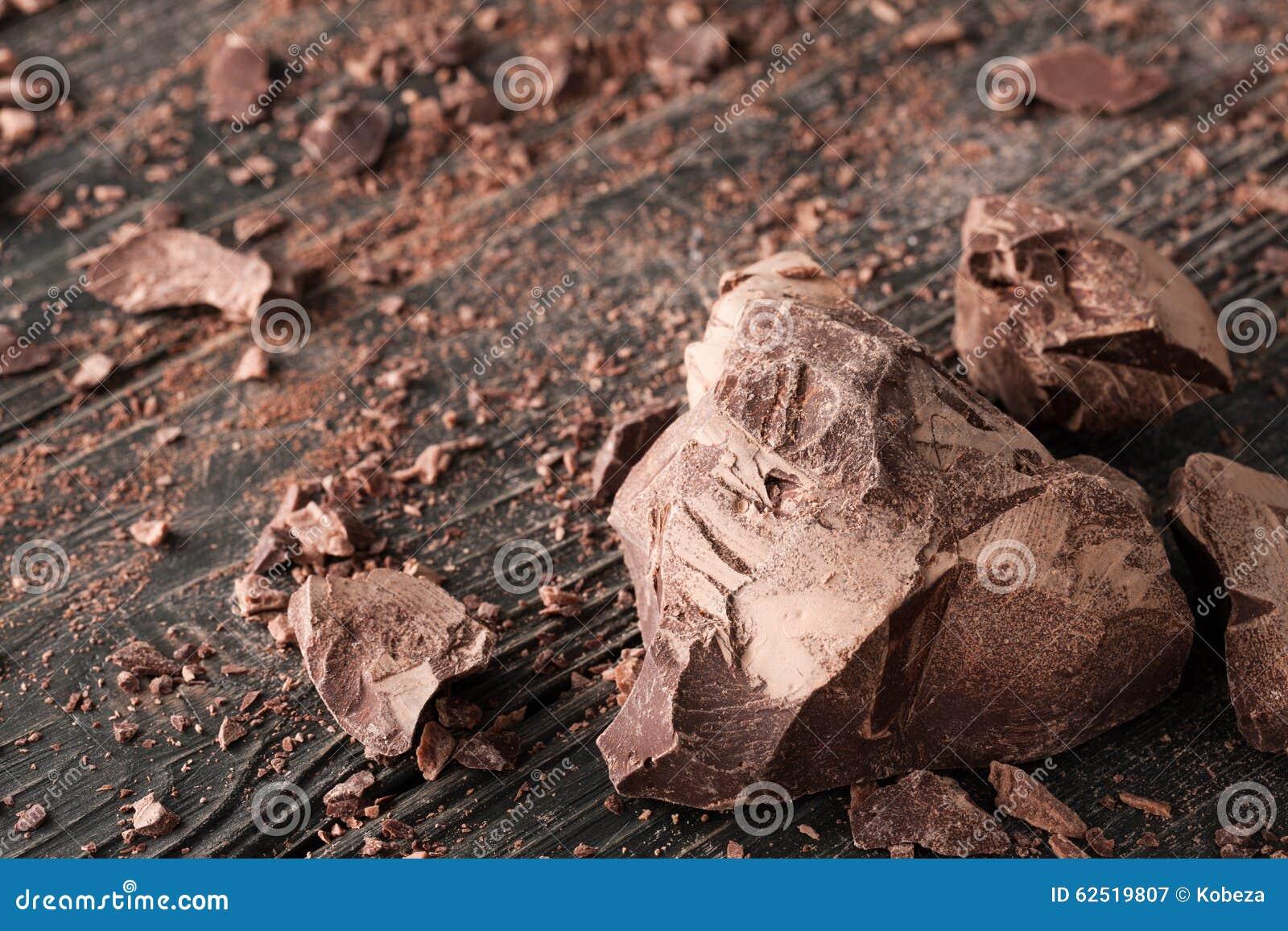Czekolada kawałki na ciemnym backround