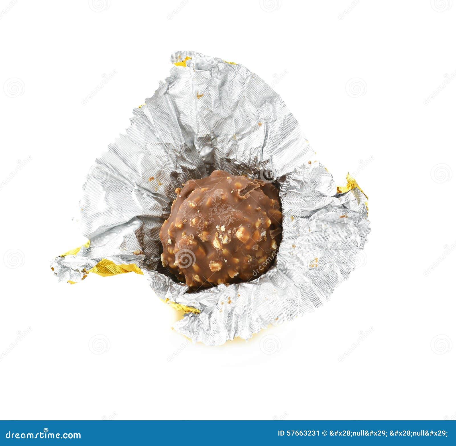 Czekoladowy bonbon odizolowywający na białym tle