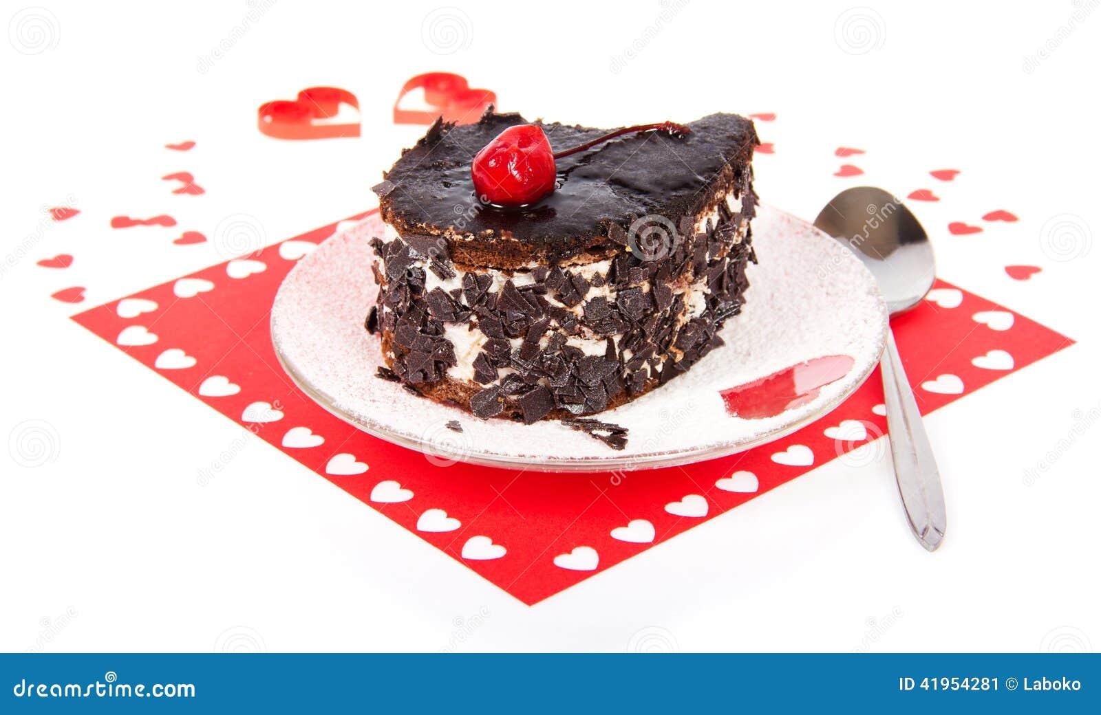 Czekoladowy tort na czerwonej pielusze z sercami