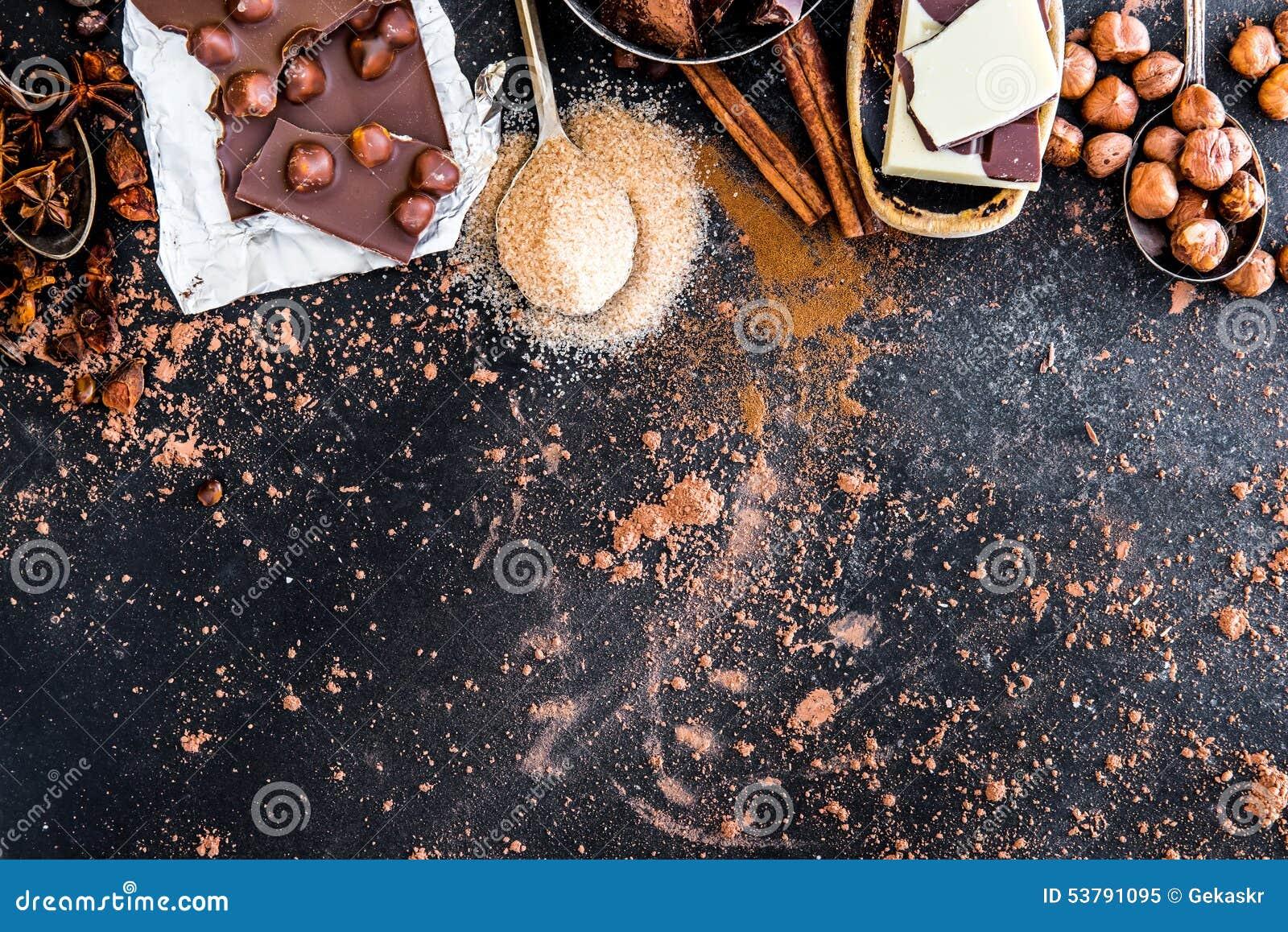 Czekolady, kakaowych i różnorodnych pikantność na stole,
